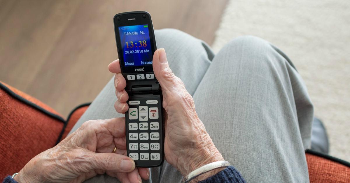 Топ-10 телефонів, які підійдуть людям похилого віку