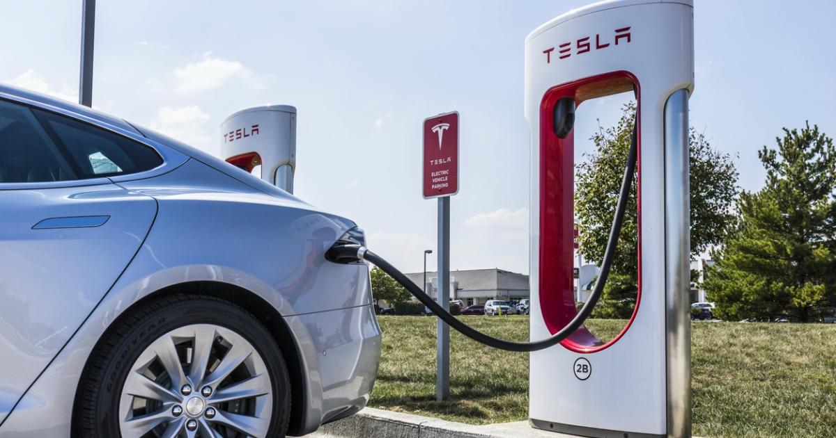 Tesla представить нові зарядні станції в 2019 році