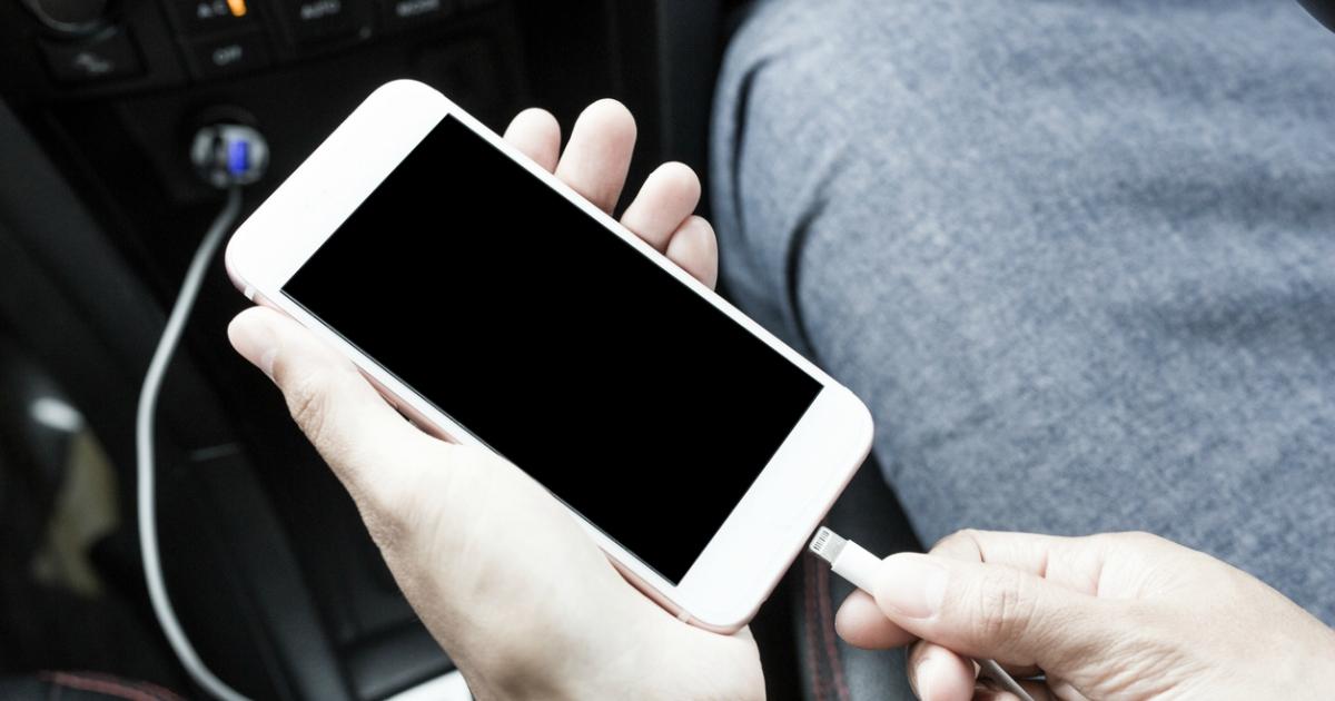 Як вибрати автомобільну зарядку для телефону