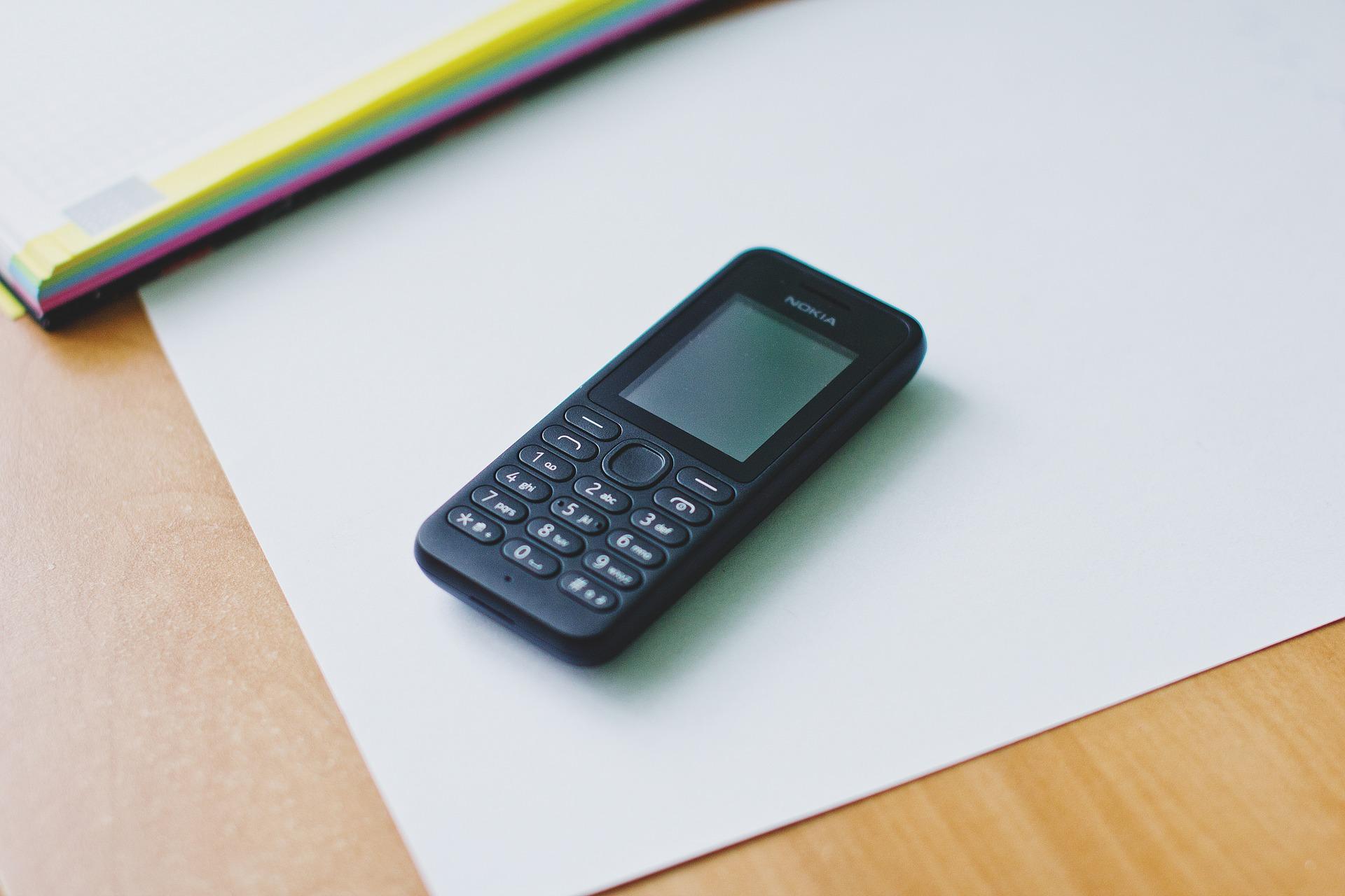 Кращі прості телефони з хорошою зв'язком: добірка моделей