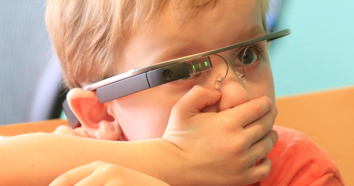 Дітям з аутизмом рекомендують використовувати окуляри доповненої реальності