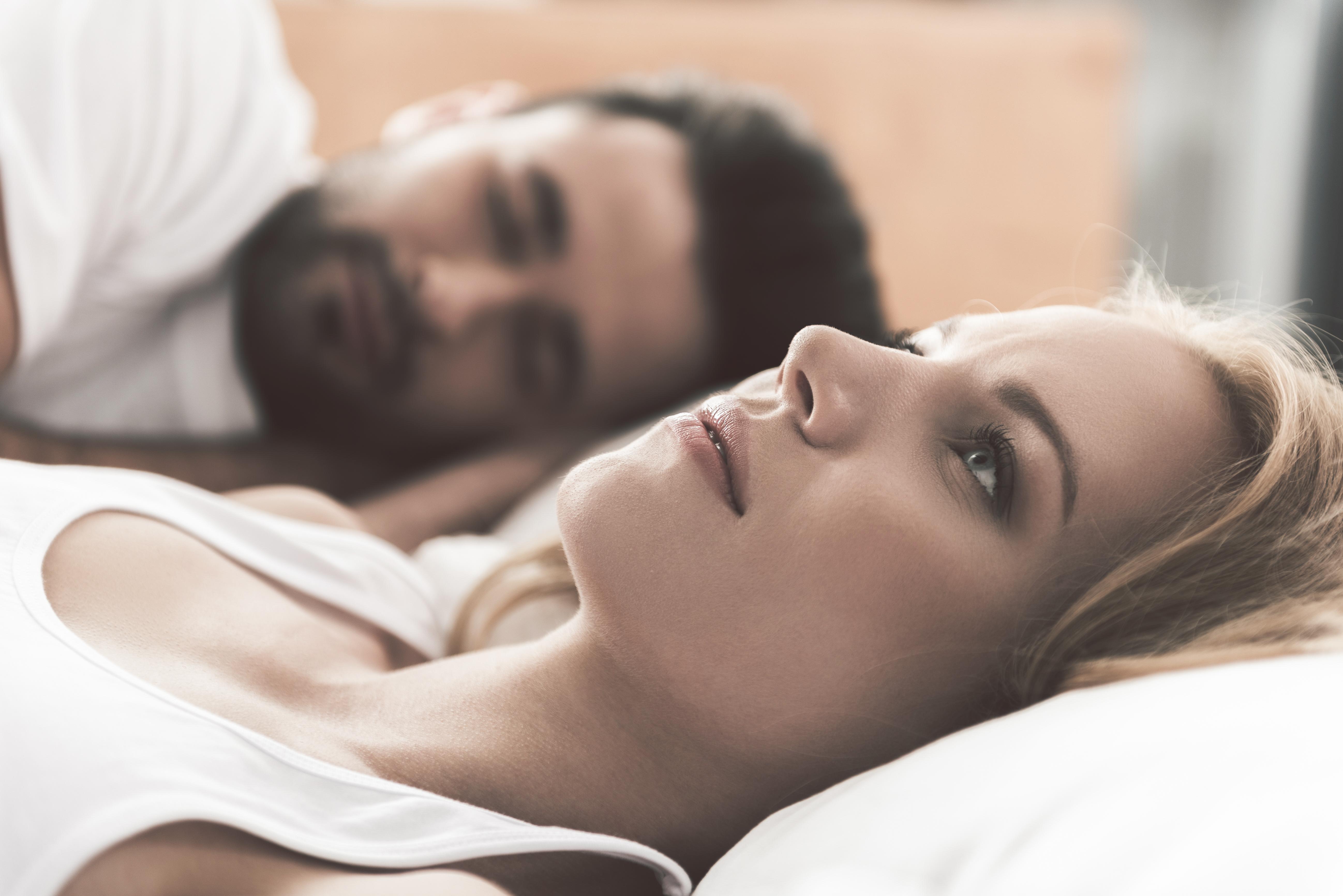 Може людина заснути з відкритими очима: пояснення вчених