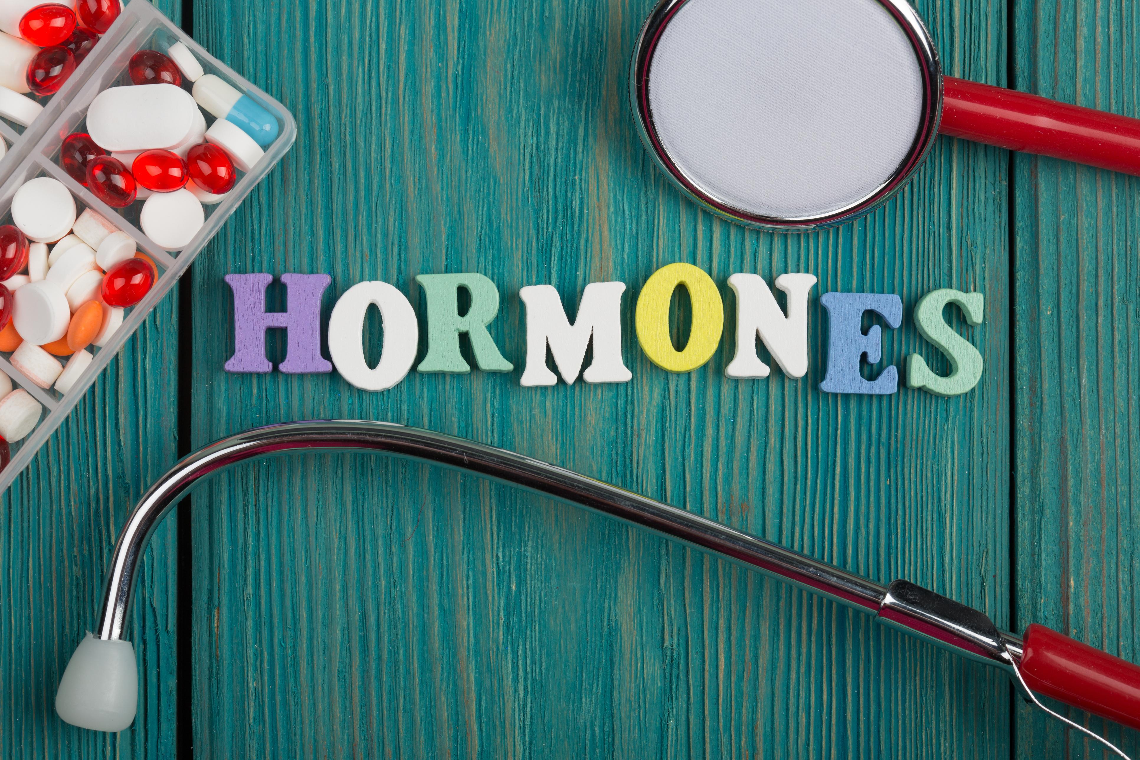 Гормональний дисбаланс: як зрозуміти його симптоми і самостійно усунути проблему