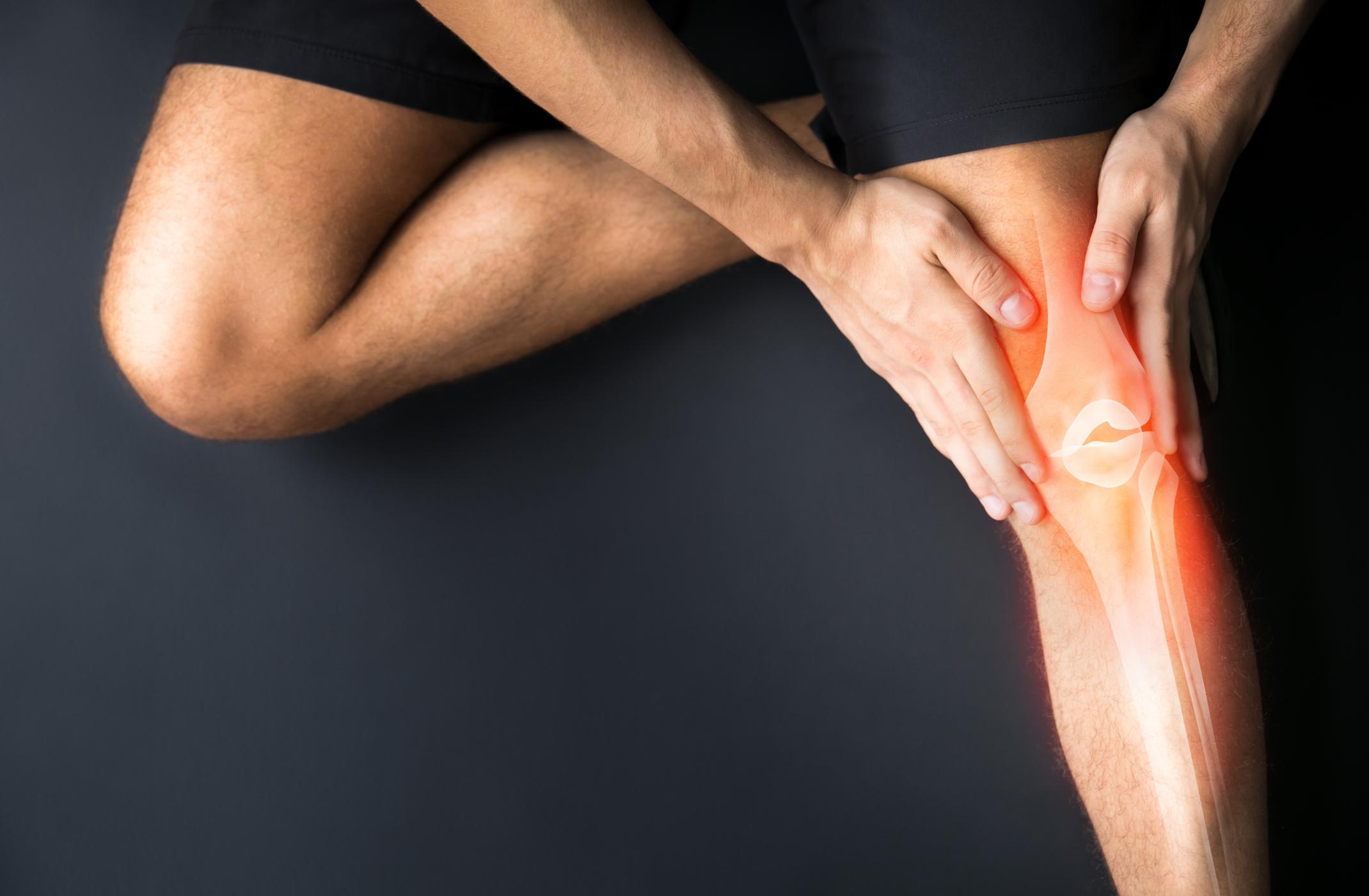 Болить коліно при ходьбі: причини та поради для лікування