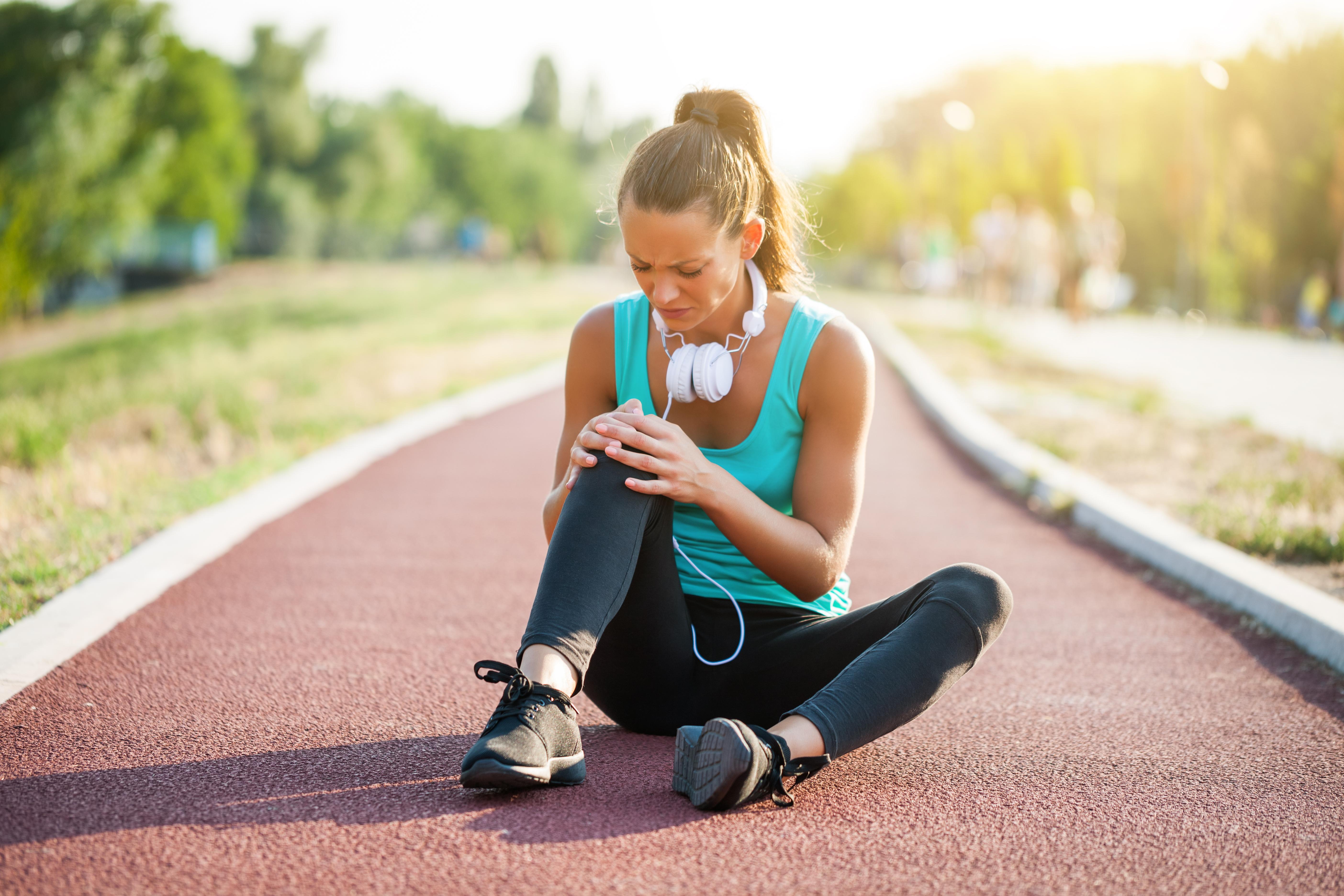 Що робити, якщо болить коліно при згинанні, причини та методики лікування