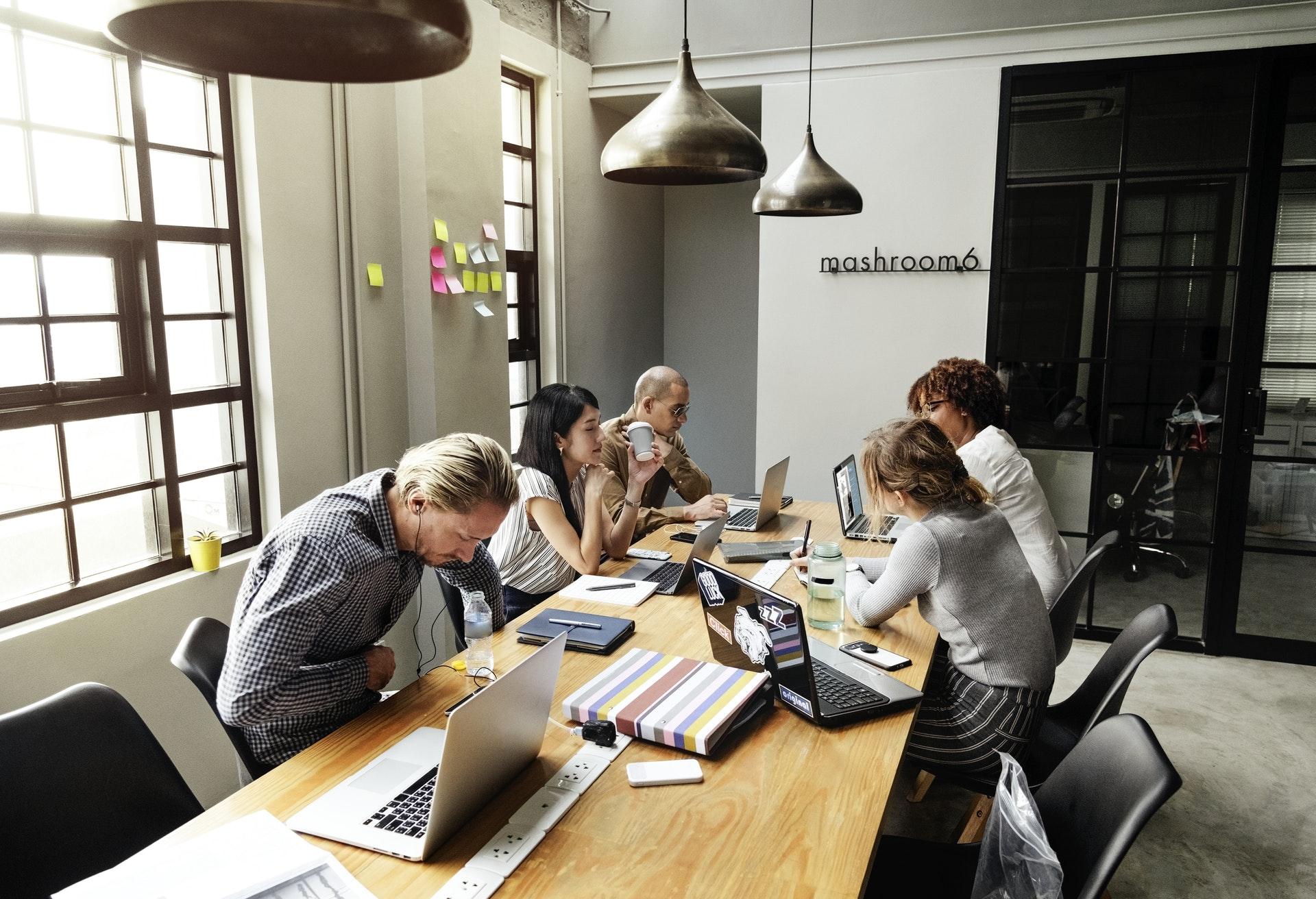 Як стійко пережити тотальну завантаженість на роботі