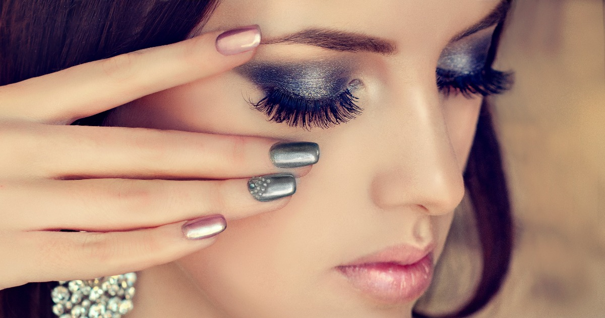 9 порад по макіяжу для жінок, у яких постійно сльозяться очі