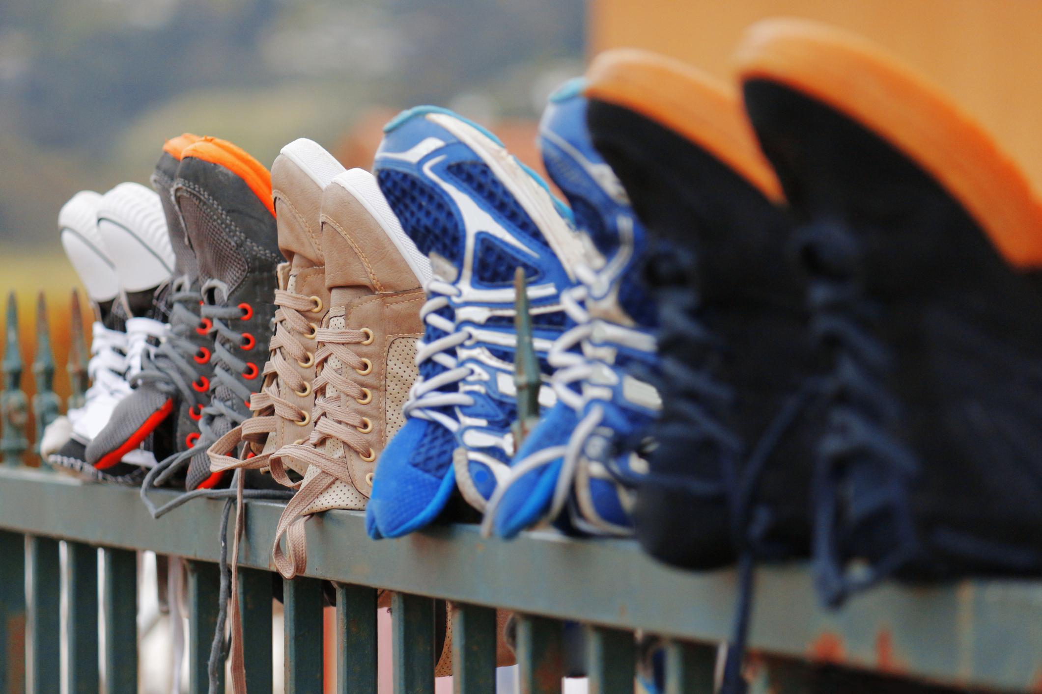 Як правильно прати кросівки, щоб продовжити їм життя