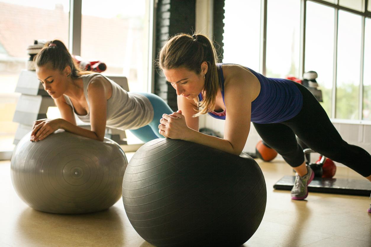8 вправ з м'ячем для поліпшення стану тіла