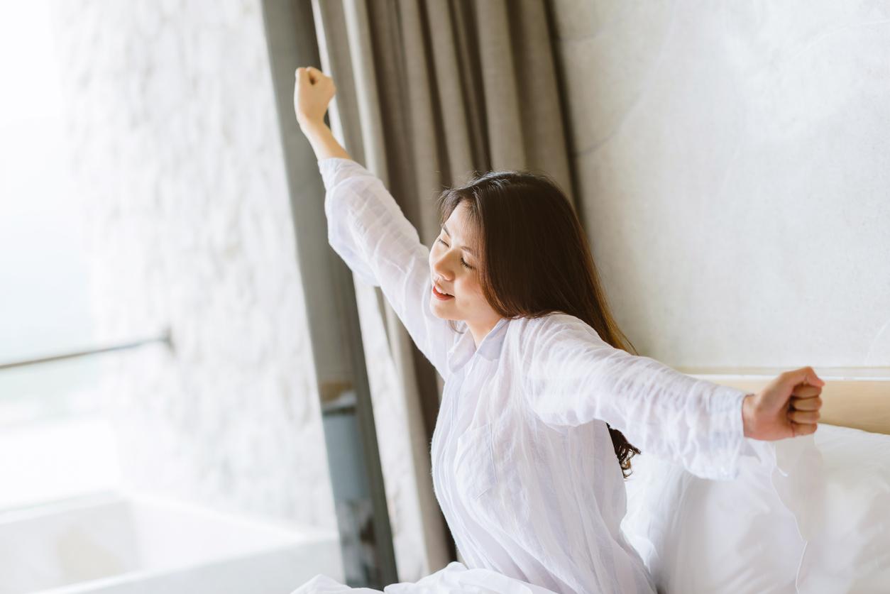 Як перестати бути опухлою з ранку: 7 важливих нічних ритуалів
