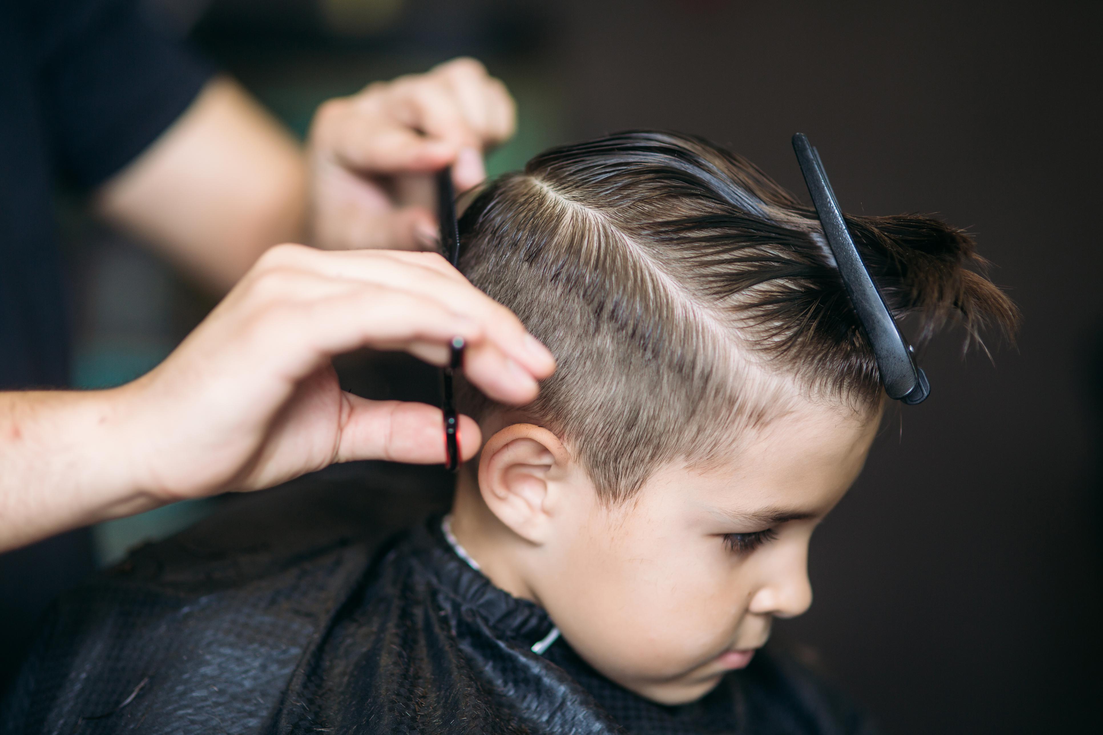 Стрижки для хлопчиків 2 років: як підібрати оптимальний варіант дитині