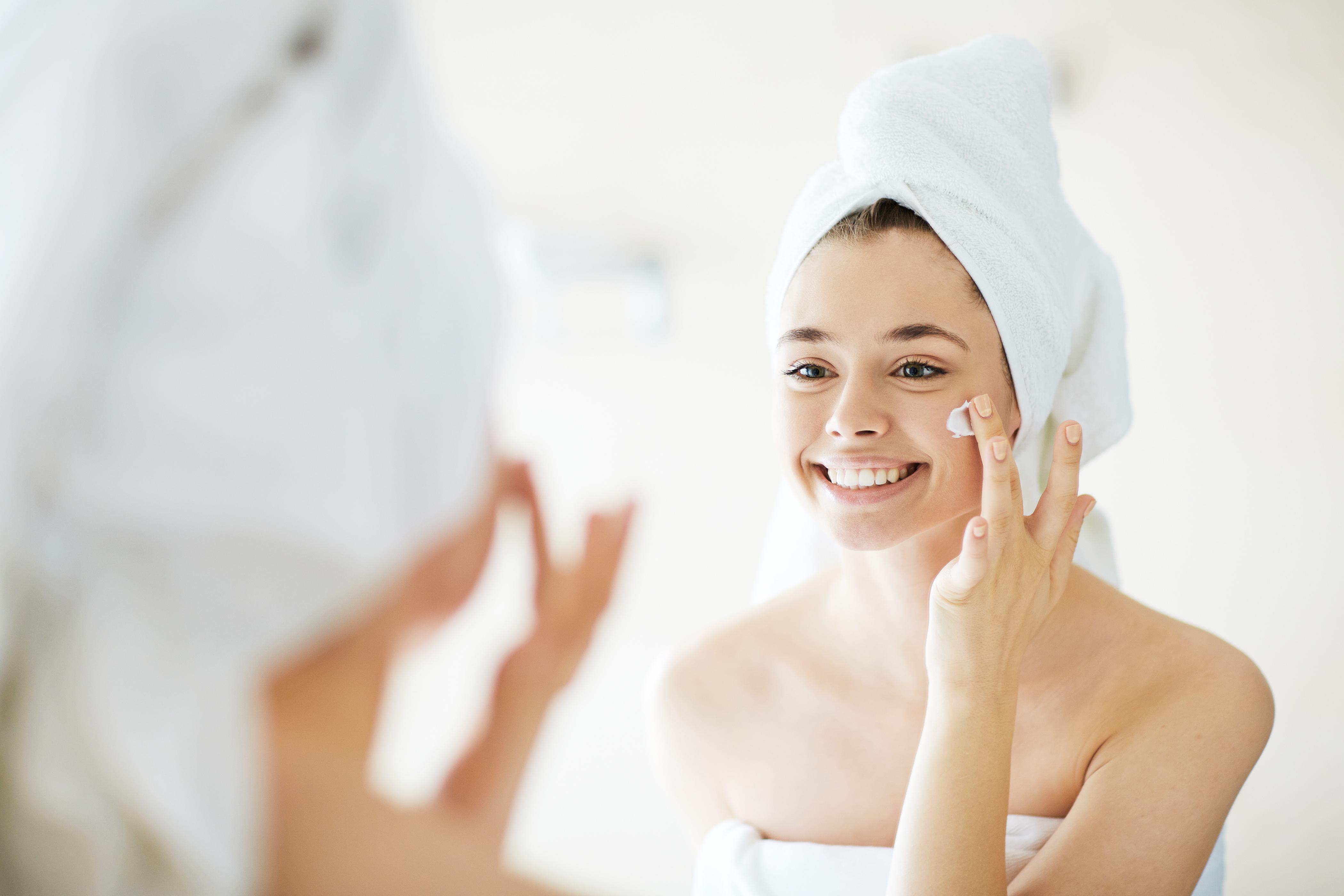 Як повернути шкірі тонус: 9 засобів для тотального зволоження