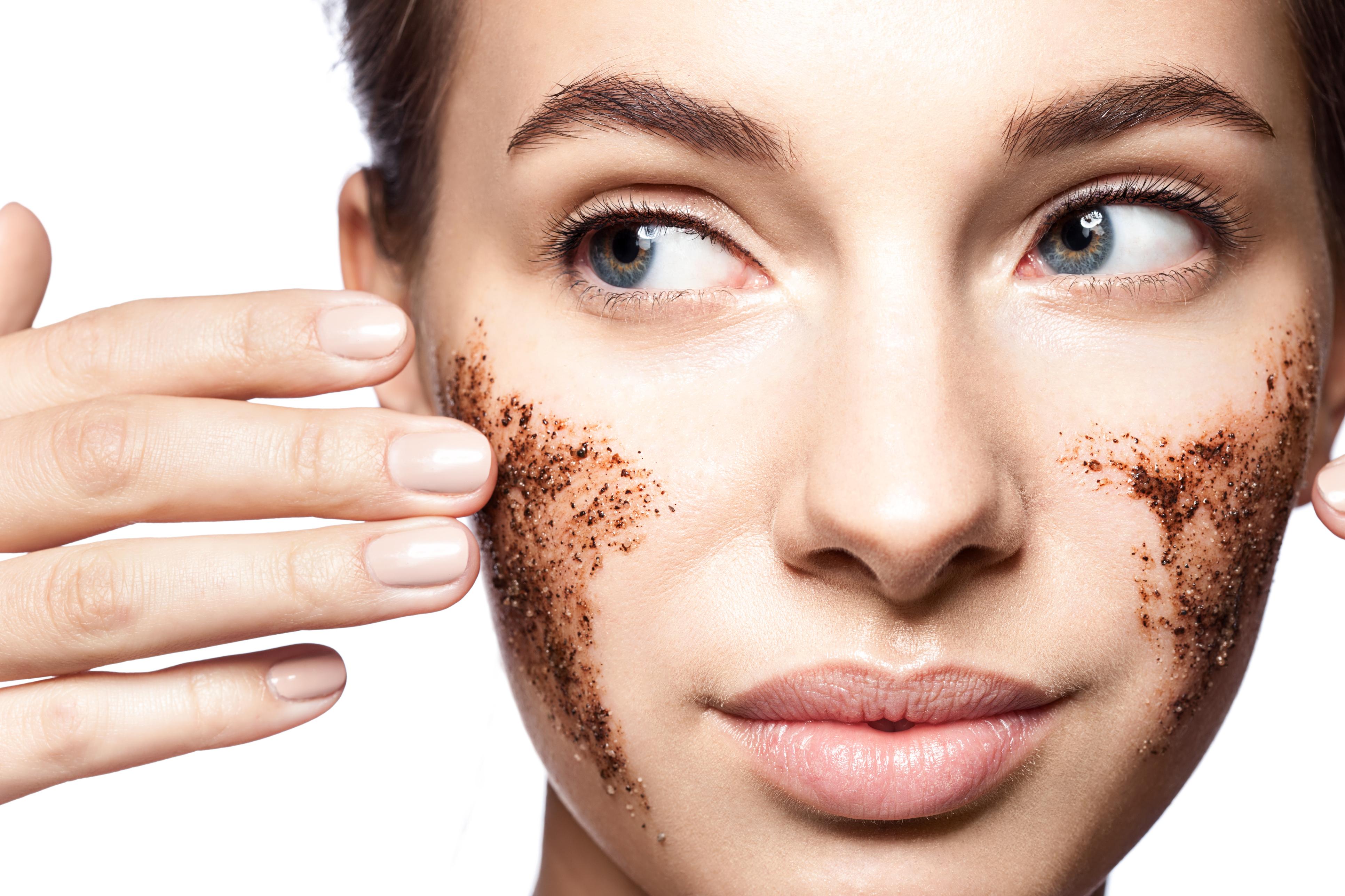 Ранні зморшки: як подолати неприємні зміни шкіри