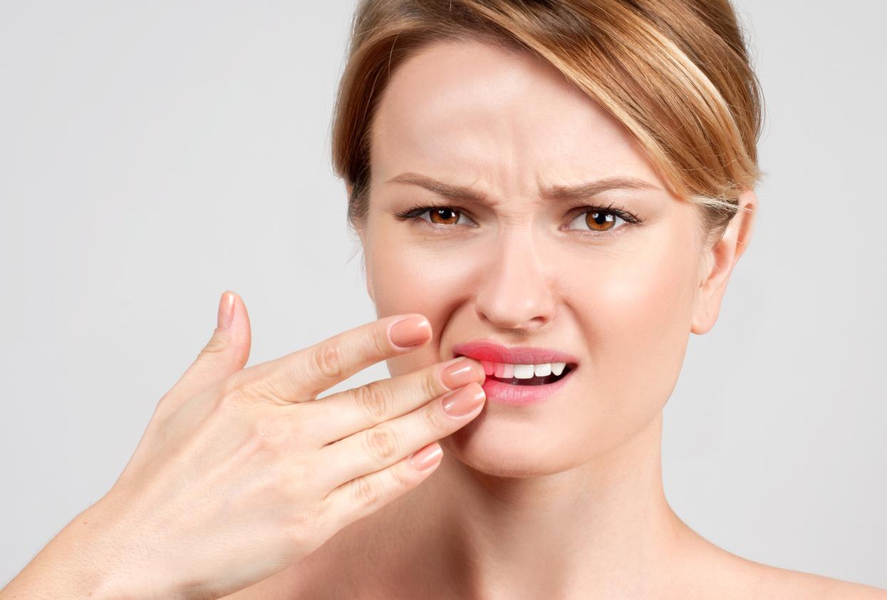 7 ознак, як стрес впливає на здоров'я зубів