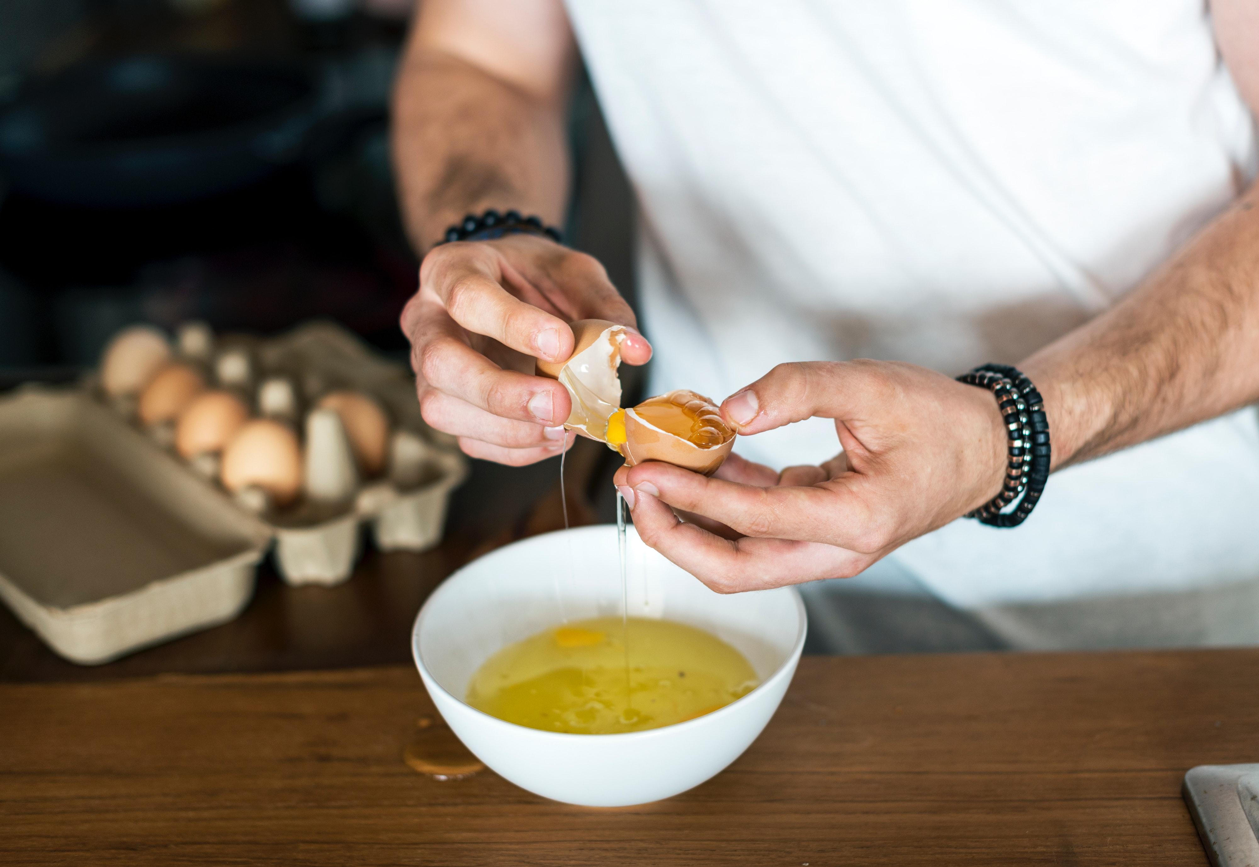 Які краще їсти яйця: білок або цільні, – поради дієтолога