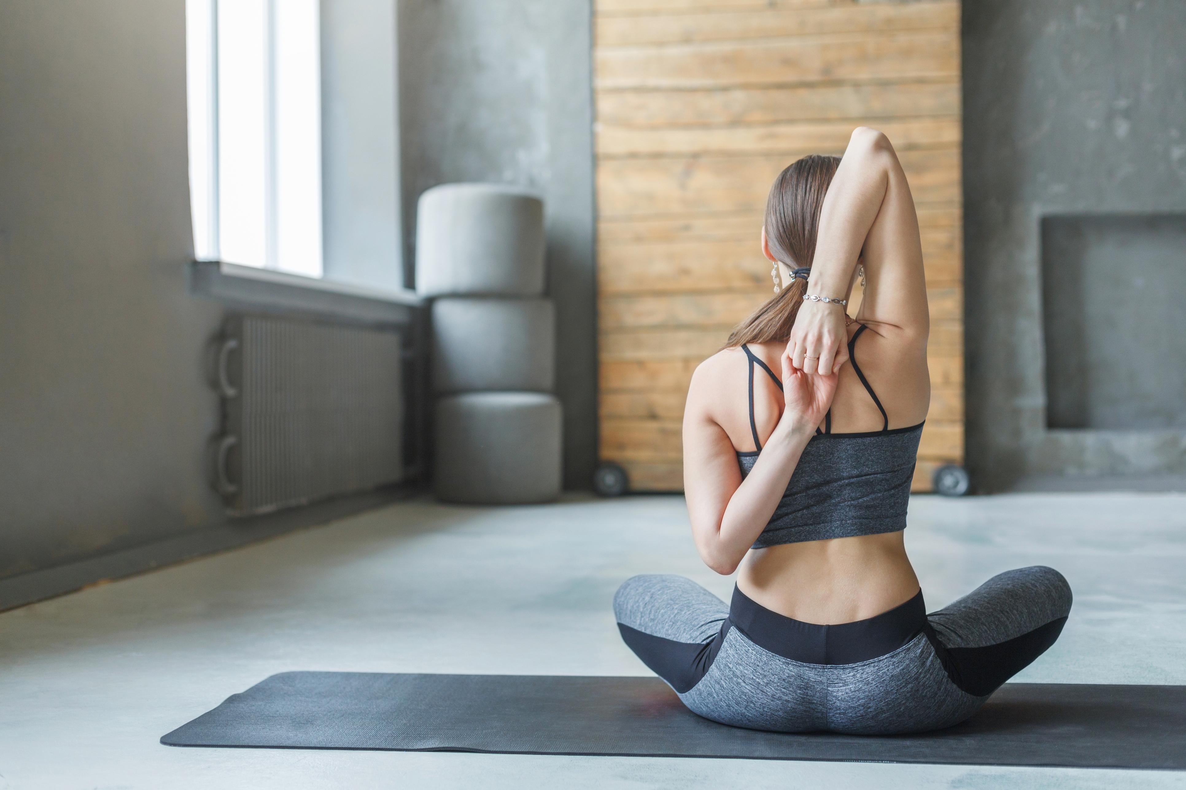12 розтяжок, які допоможуть розслабити плечі
