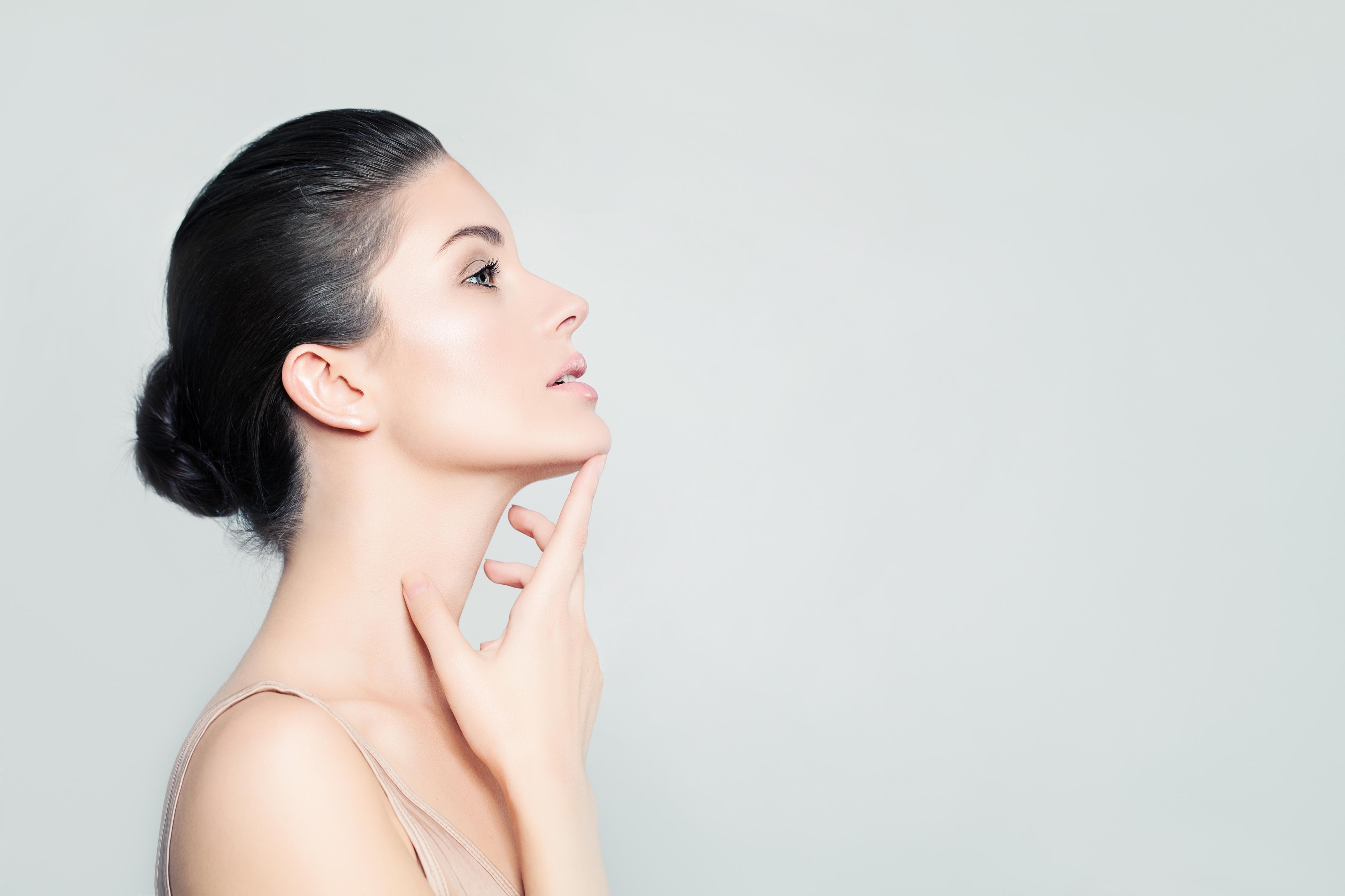 Як підтягнути шкіру обличчя і шиї, не вдаючись до послуг косметологів