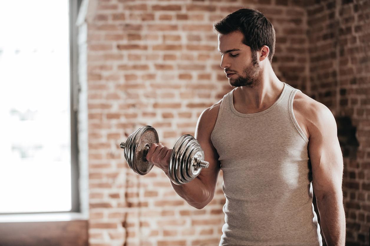 Як накачати плечі: гід по створенню ефектною чоловічої фігури