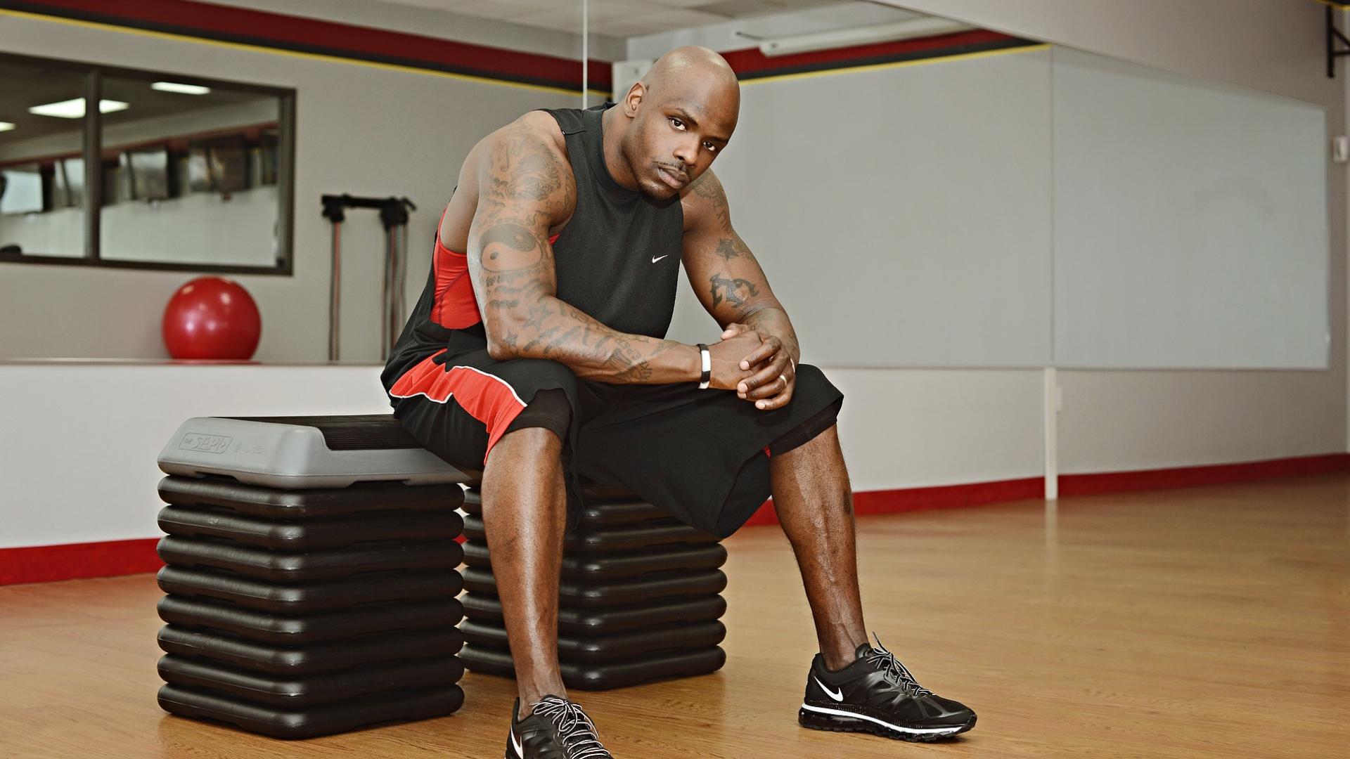 Як прокачати плечі: поради та вправи для чоловіків