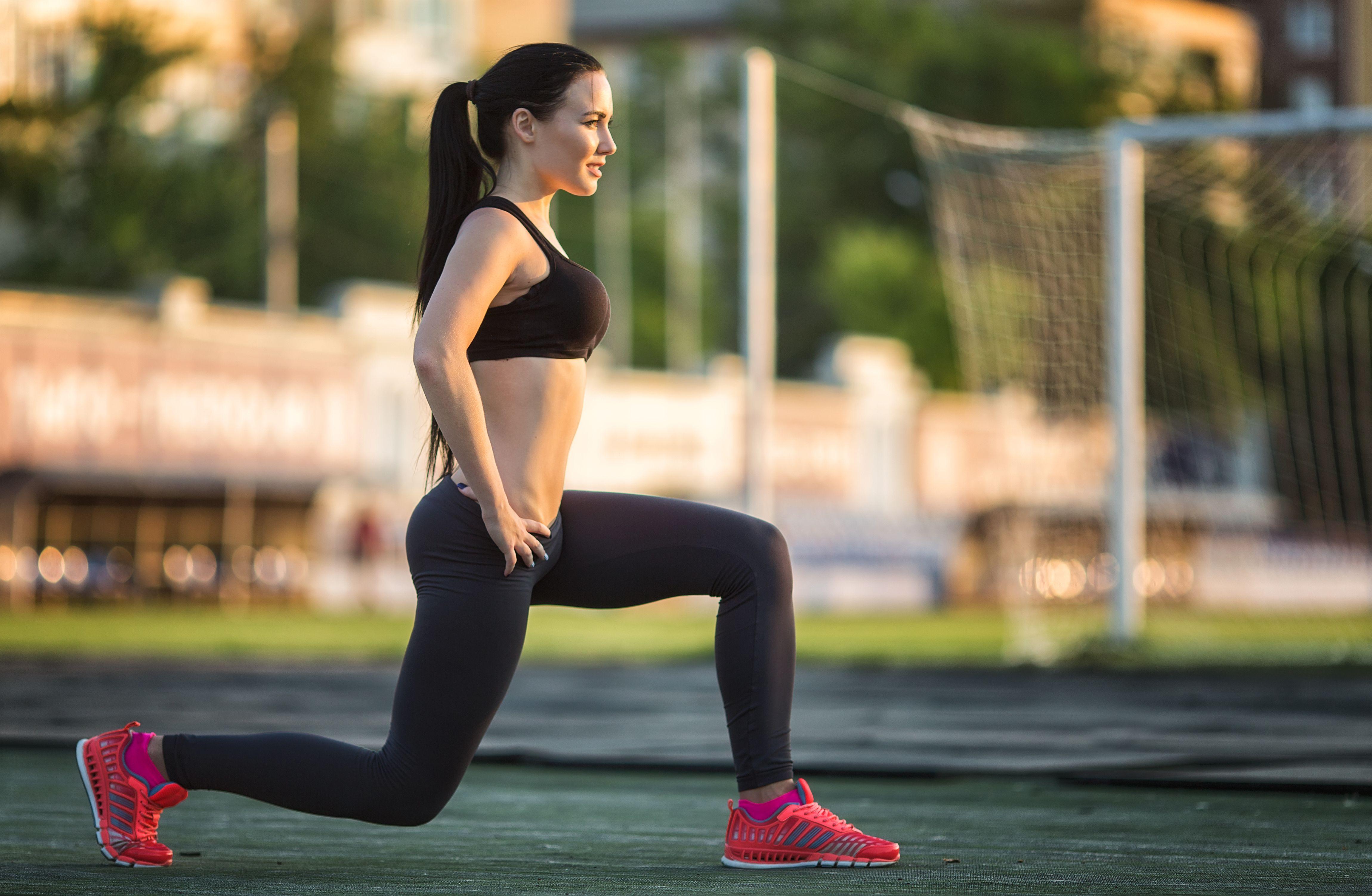 Як накачати більш сильні ноги: 10 варіацій присідань