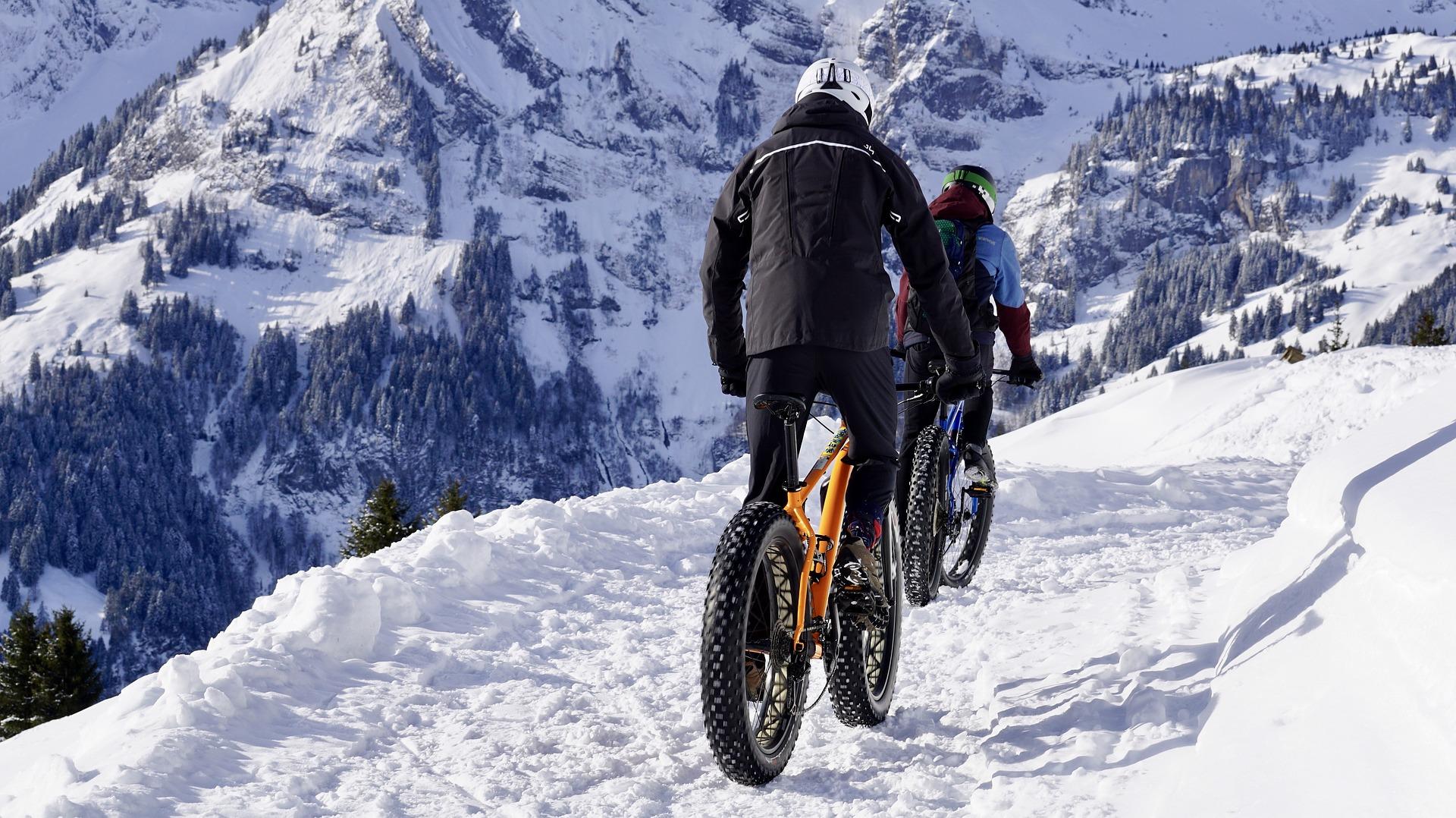 Як правильно кататися на велосипеді взимку: всі за і проти