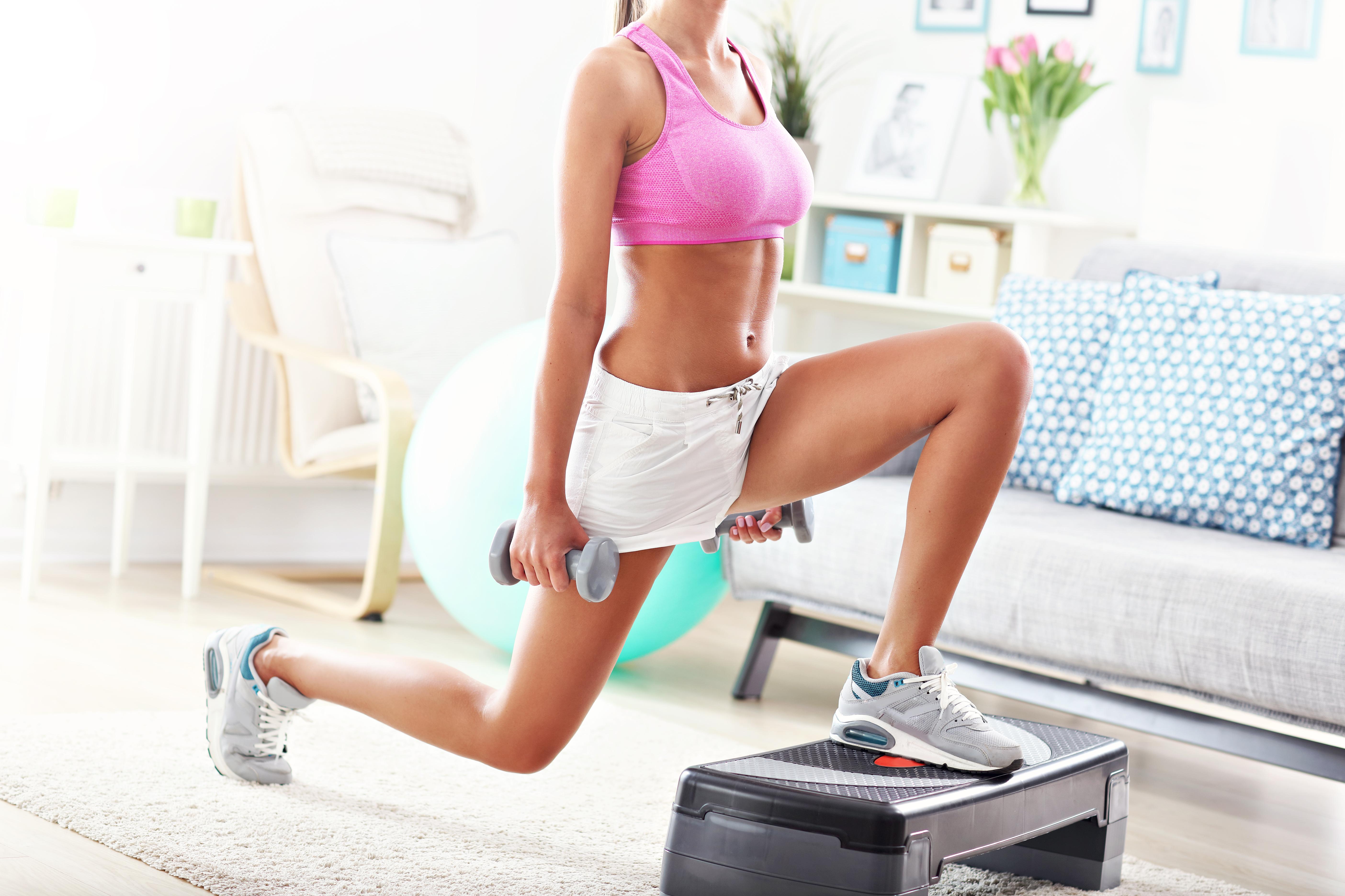 Вправи з гантелями будинку: цікаві варіації для сильних дівчат