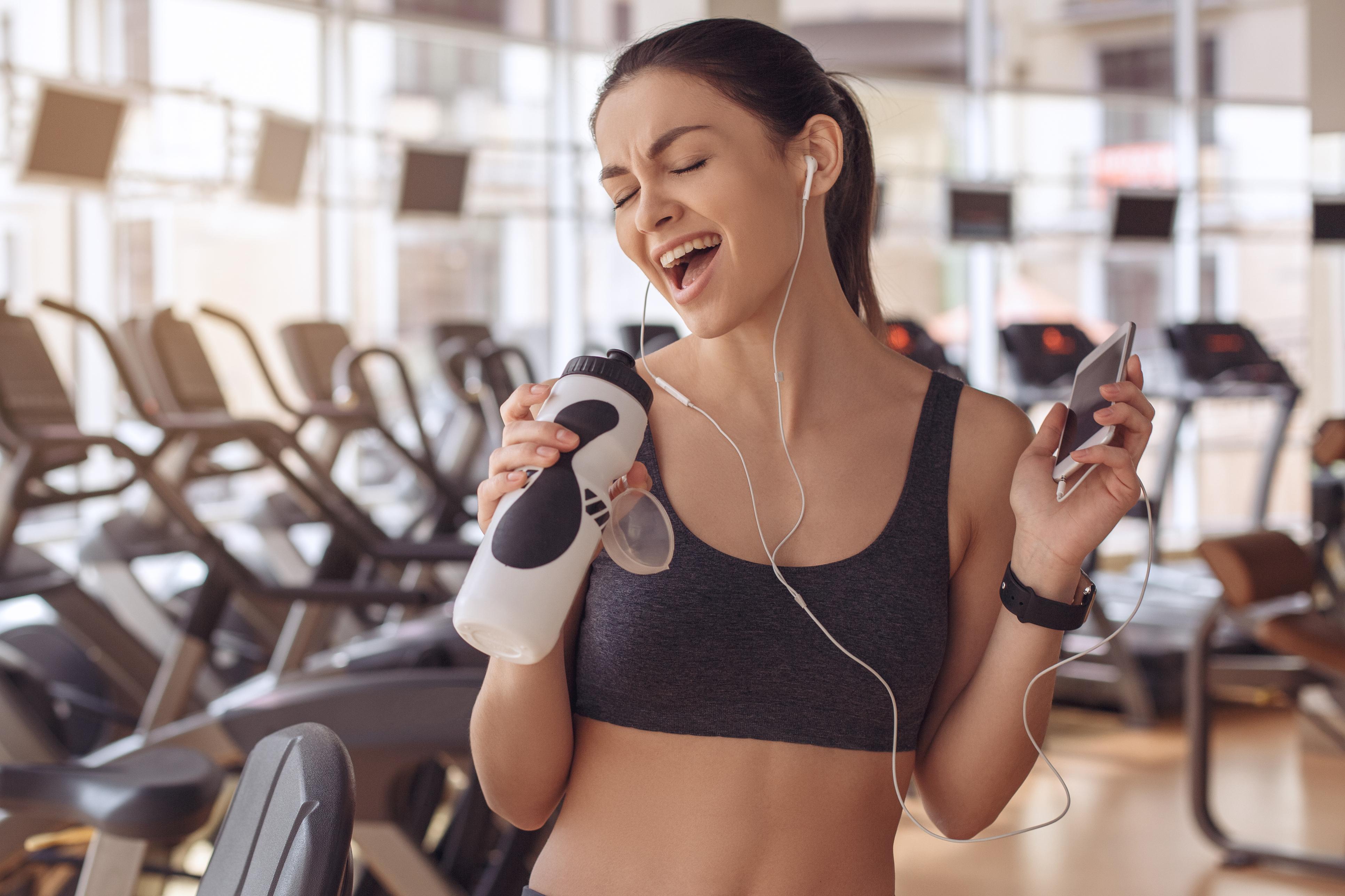 Як вибрати музику для спортзалу: 10 пісень, здатні зарядити дівчат