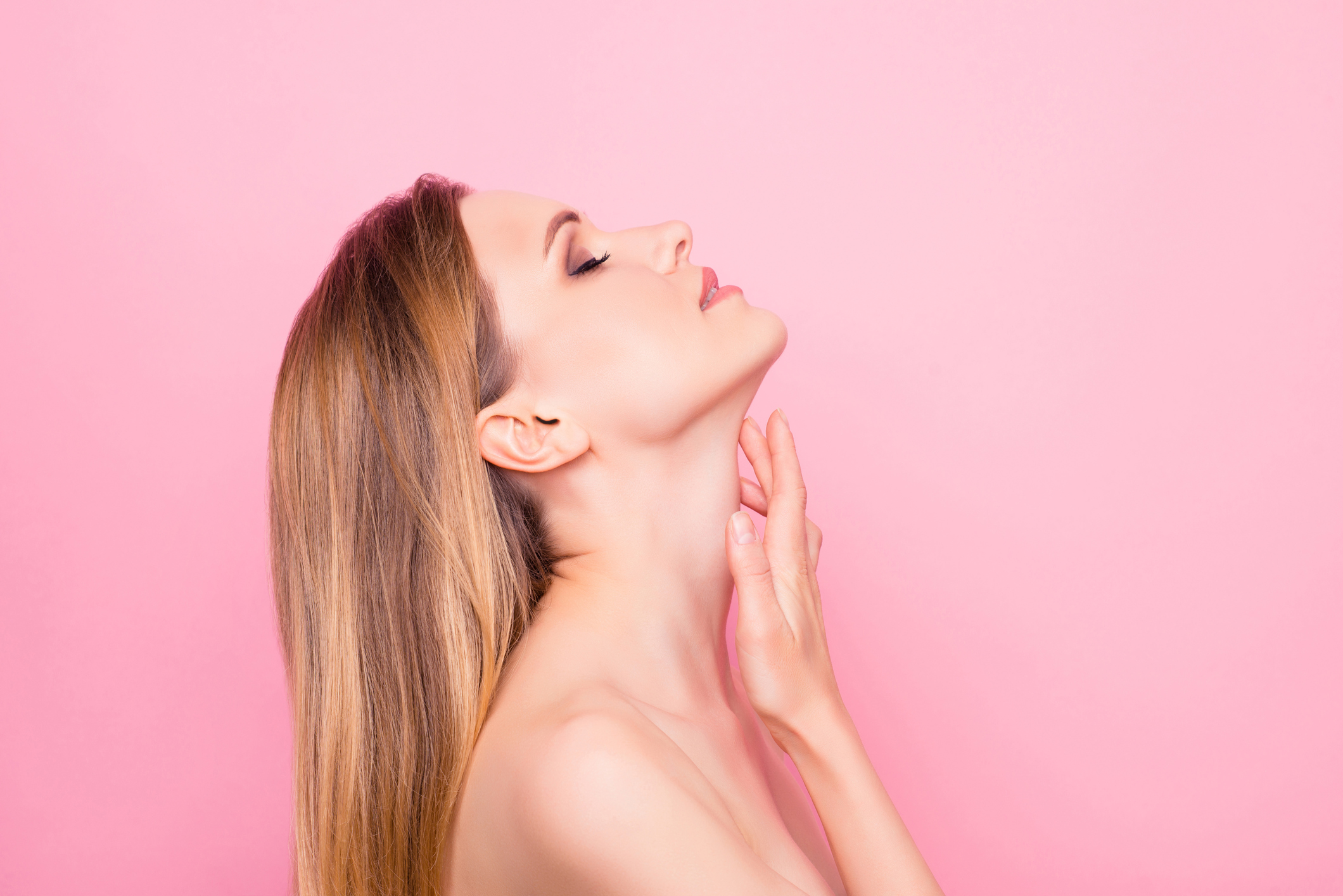 Кращі вправи, які допоможуть позбутися складок і зморшок на шиї