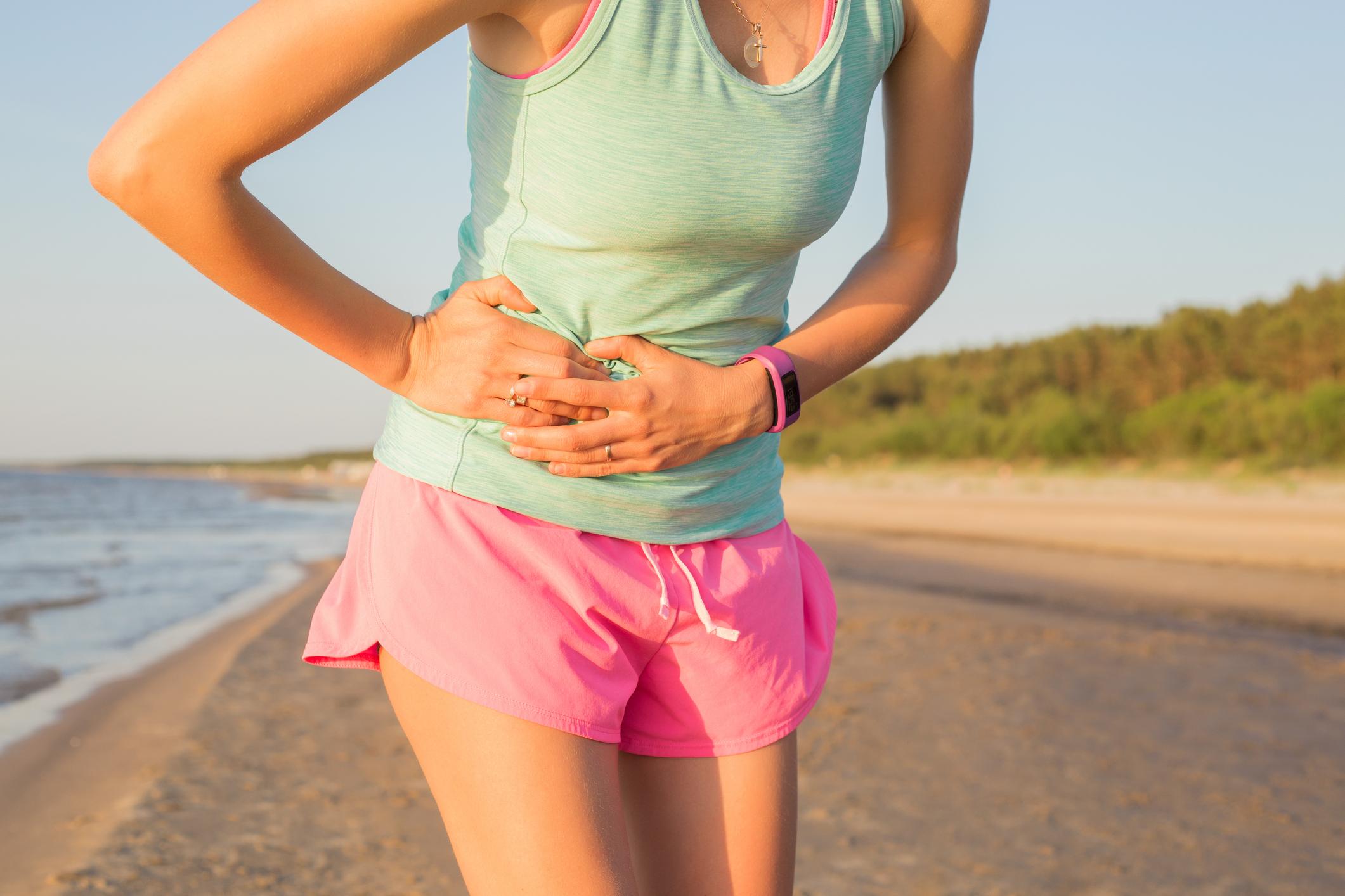 Чому болить в боці праворуч при бігу і що робити, щоб біль минув