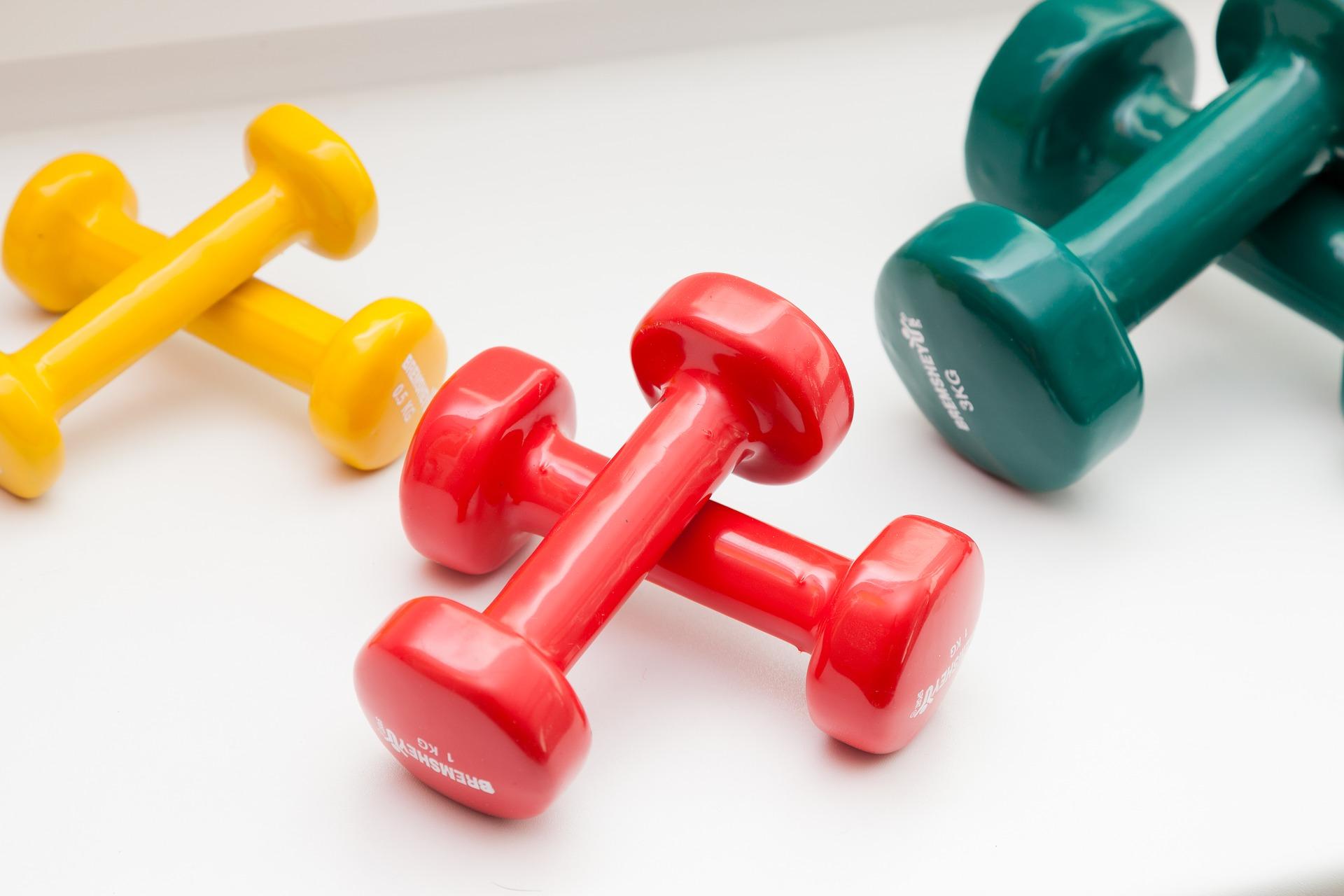 Вправи з гантелями для рук: качаємо м'язи вдома