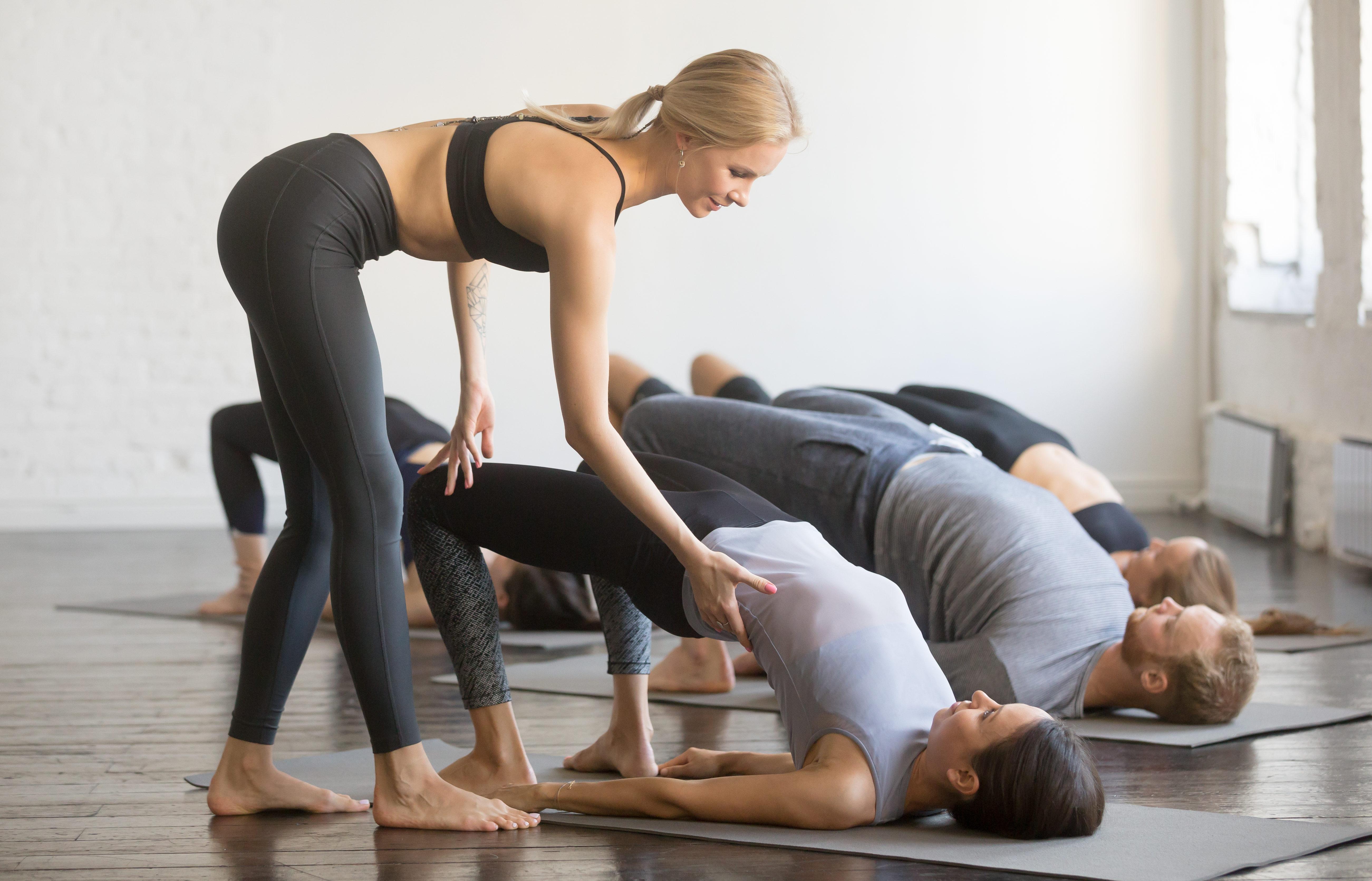 Йога для схуднення для початківців: 21 поза для практики в домашніх умовах