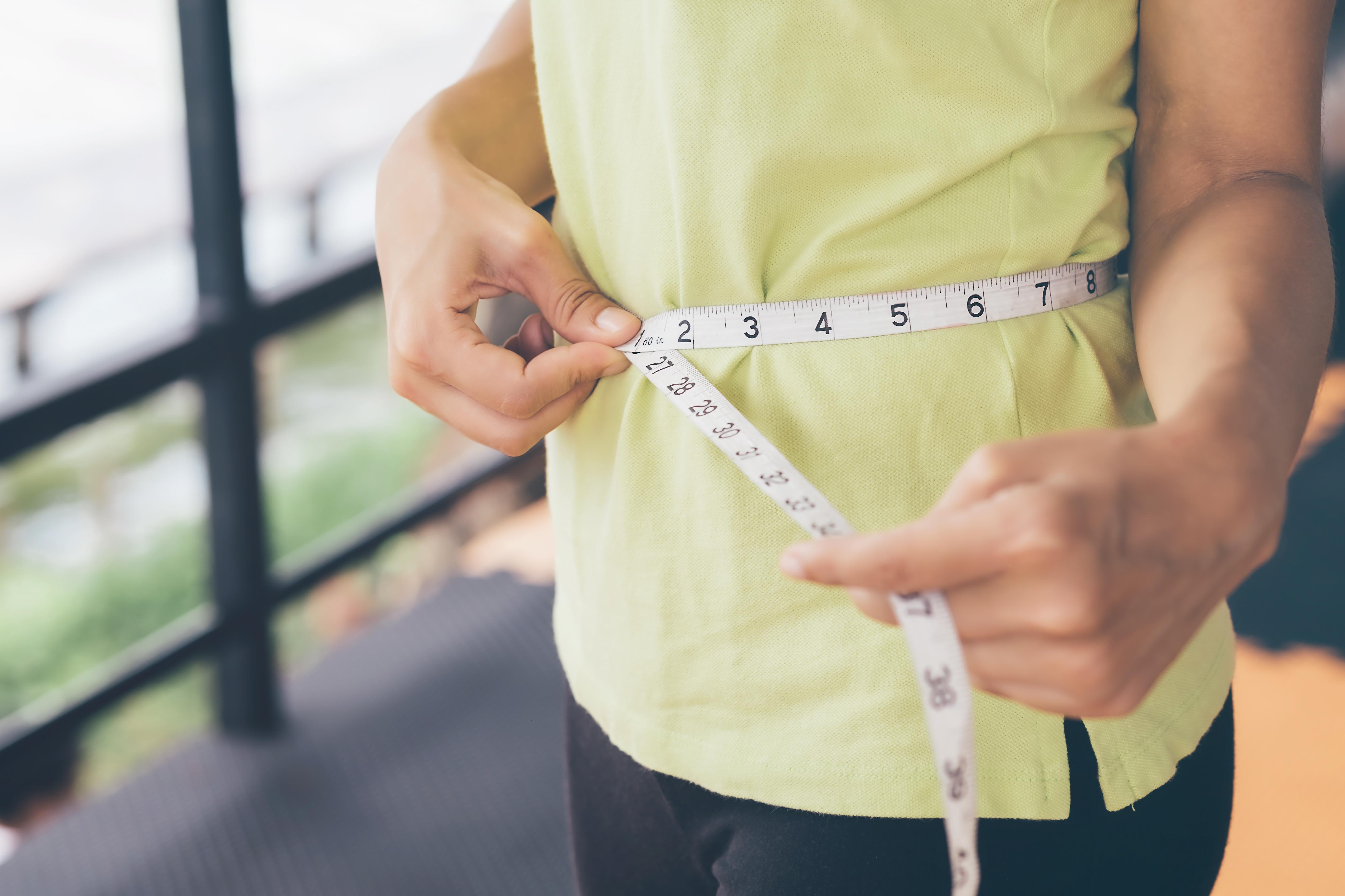 Як позбутися складок на животі: домашні процедури
