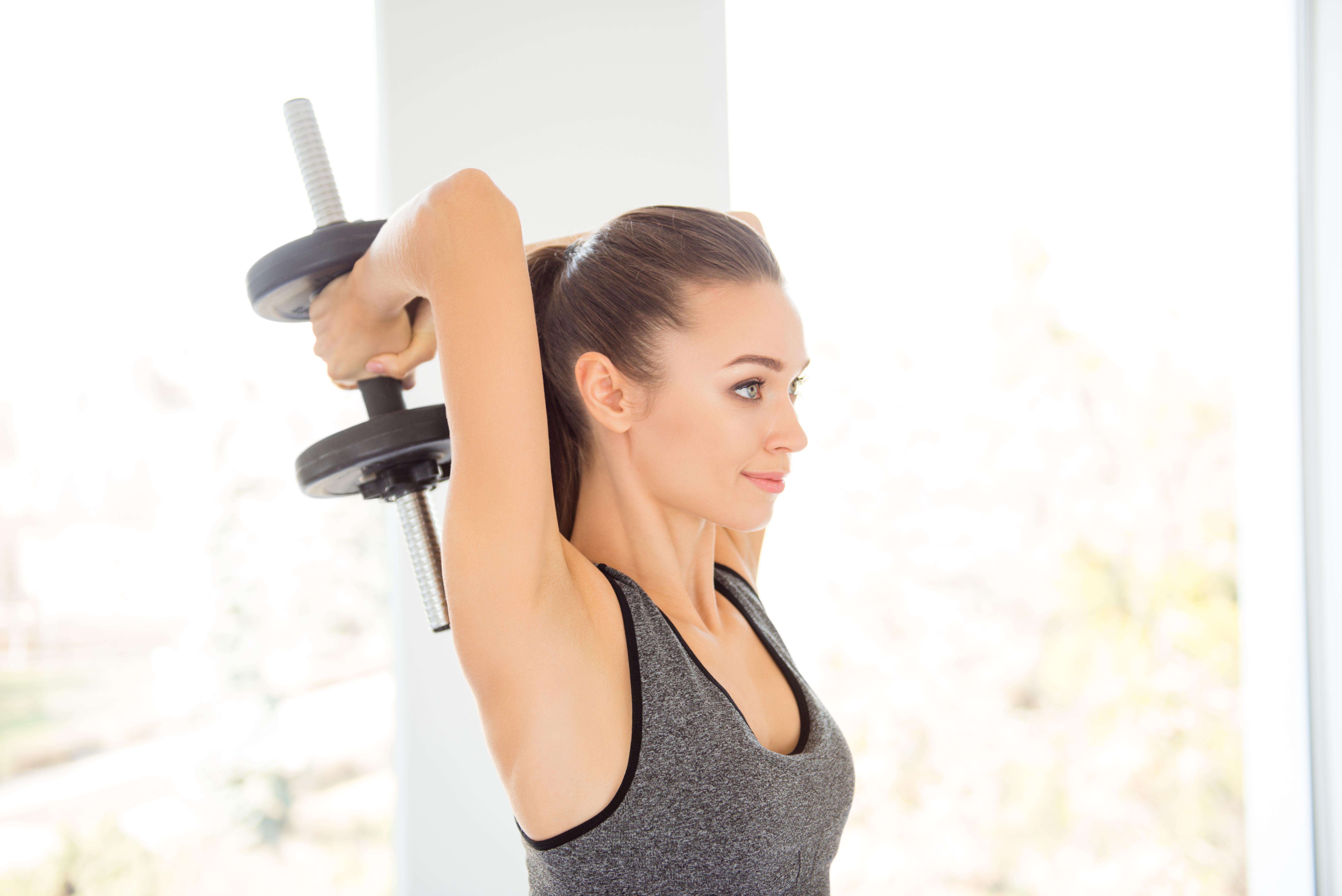 Вправи з гантелями для спини: формат тренувань домашнього використання