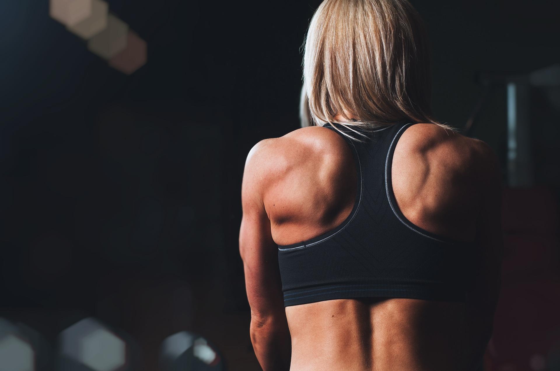 Як накачати спину будинку без заліза: техніка й вправи тренувань