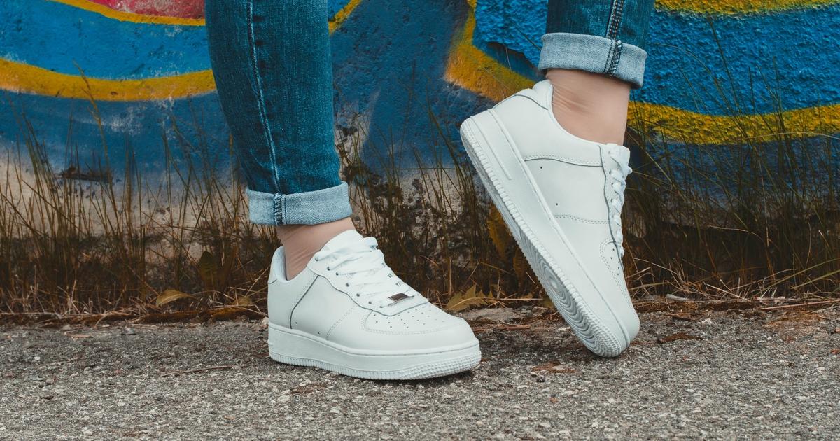 """7 пар доступних кросівок, які не поступаються в """"красі"""" Balenciaga"""