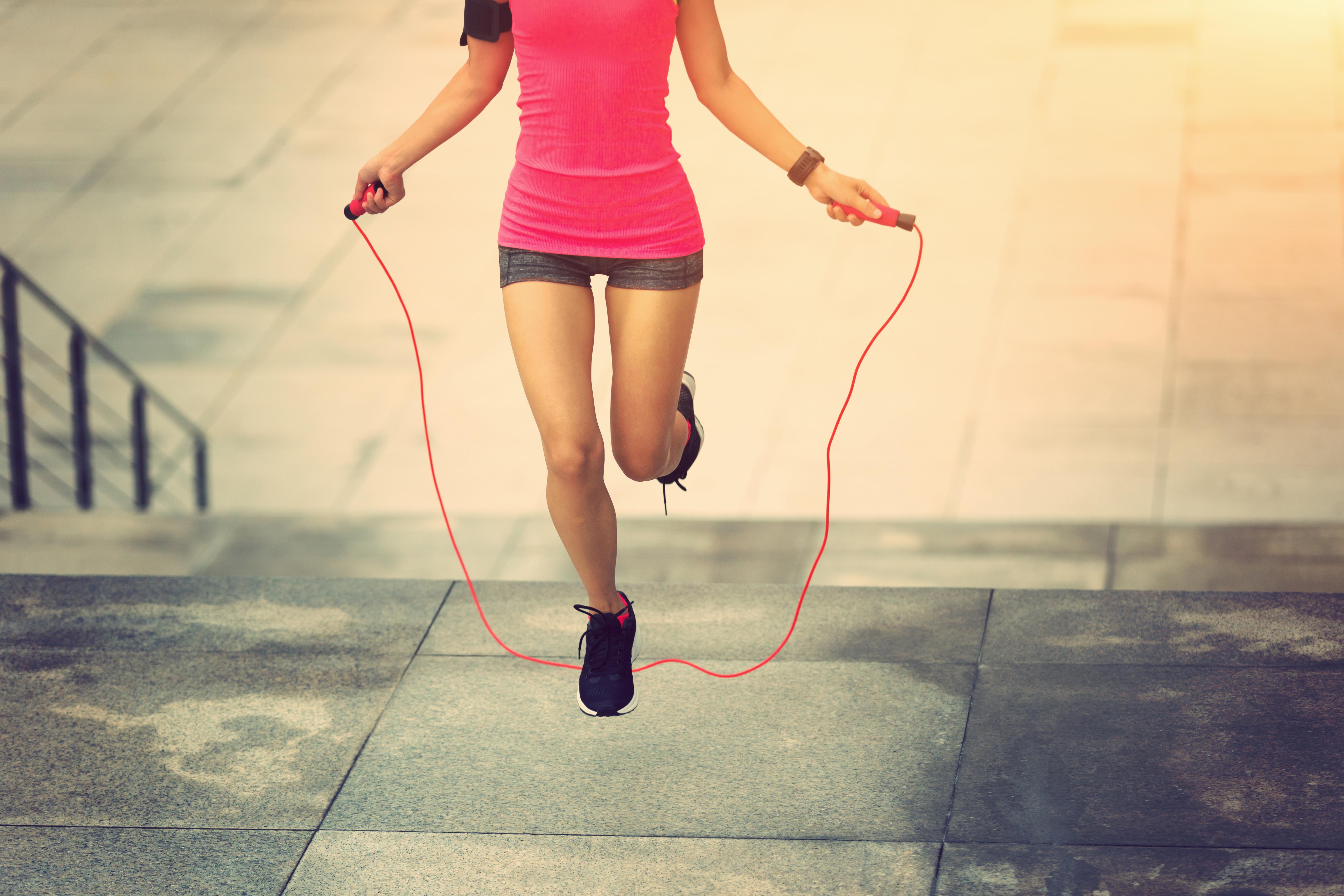 На раз-два: як стрибки зі скакалкою допоможуть замінити походи в спортзал