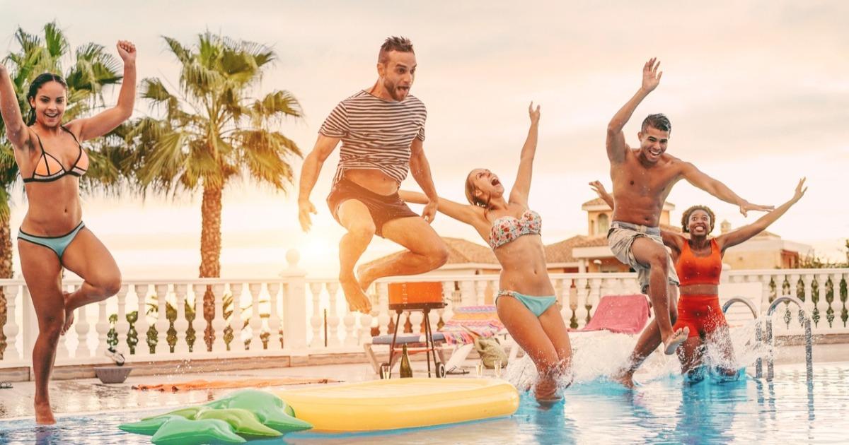 Вправи для схуднення в басейні, які можна використовувати у відпустці