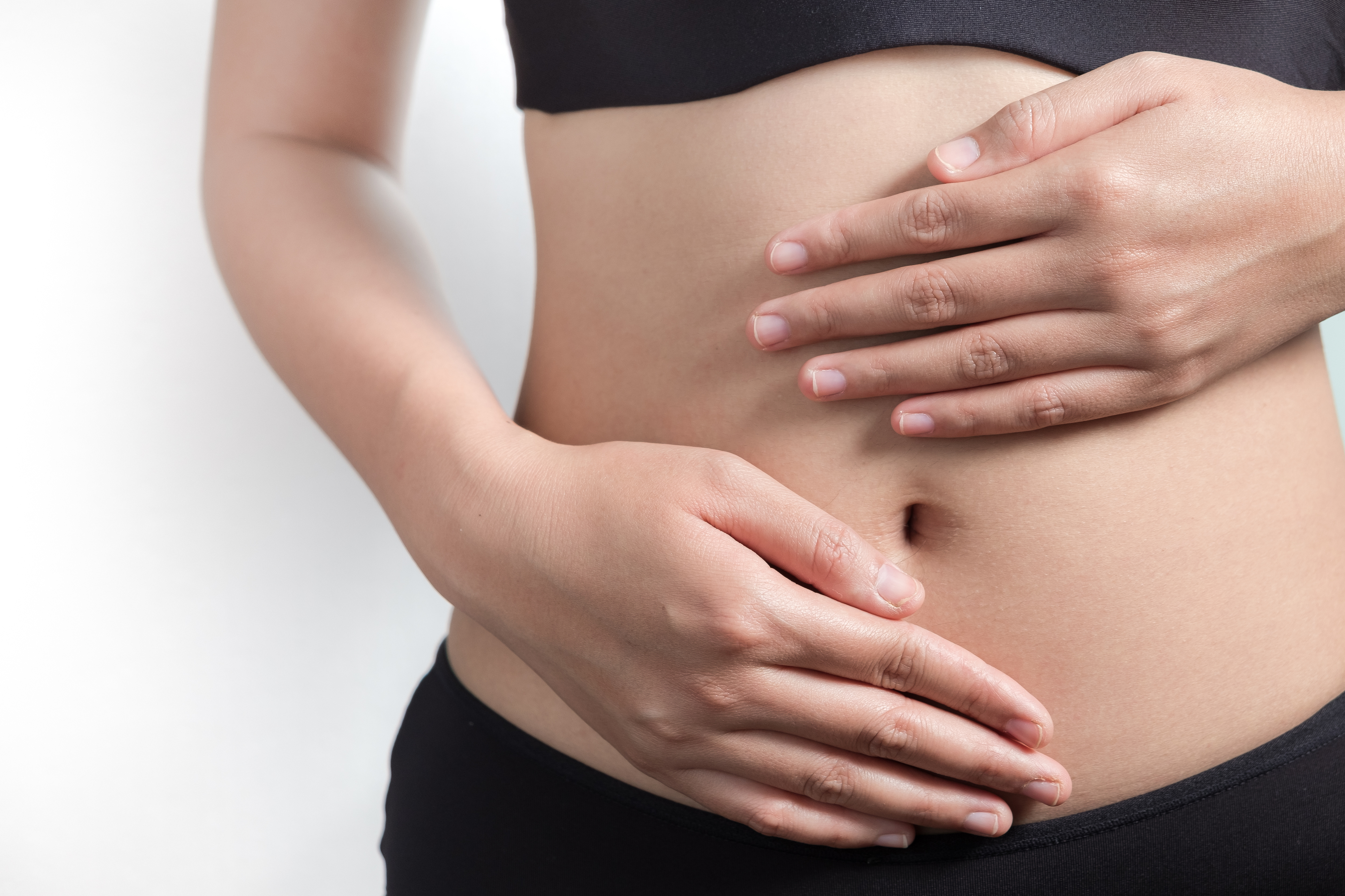 Фактори, які впливають на появу жиру на боках і животі