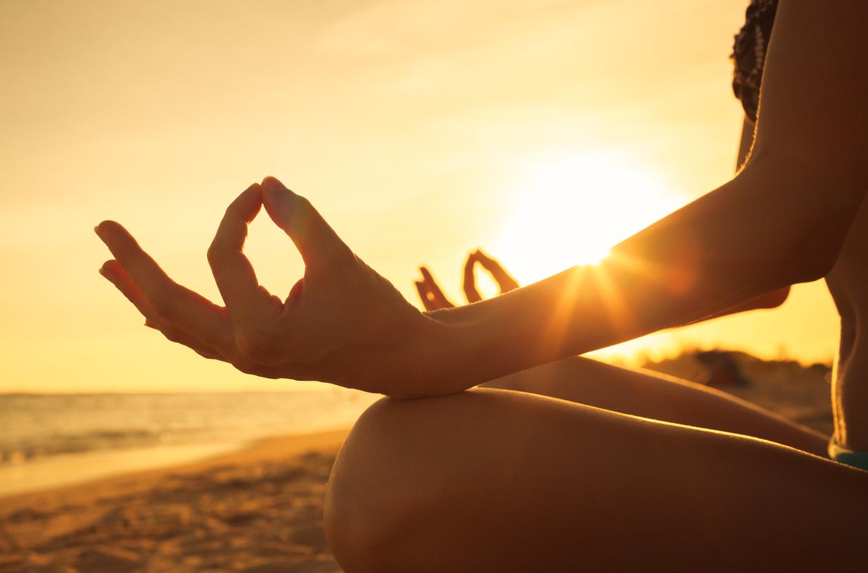 4 пози йоги, допомагають побороти безсоння
