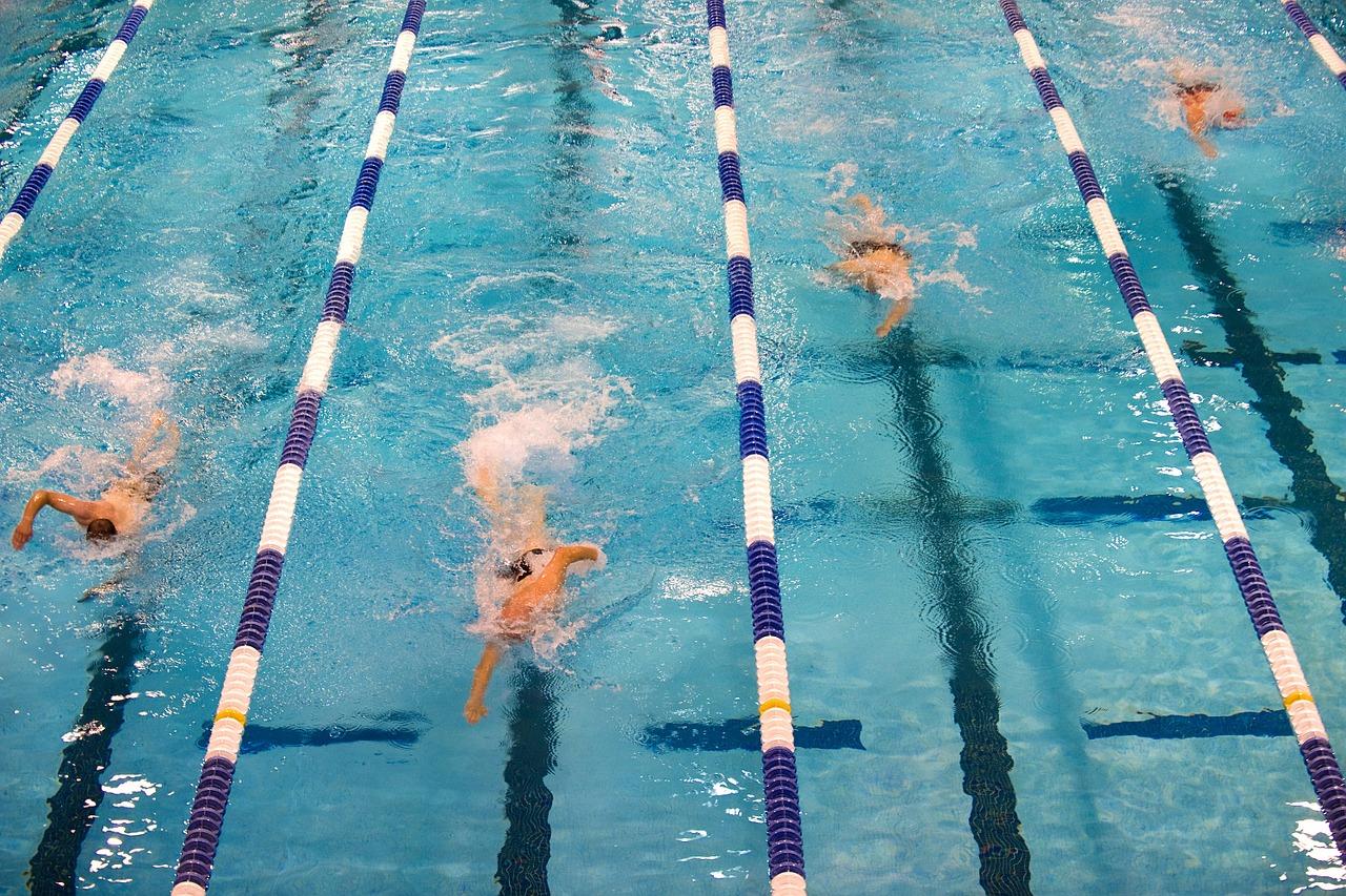 6 вправ для тіла, які варто робити в басейні