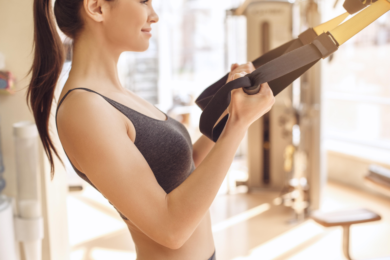 Як дівчині з допомогою спорту сформувати красиву груди