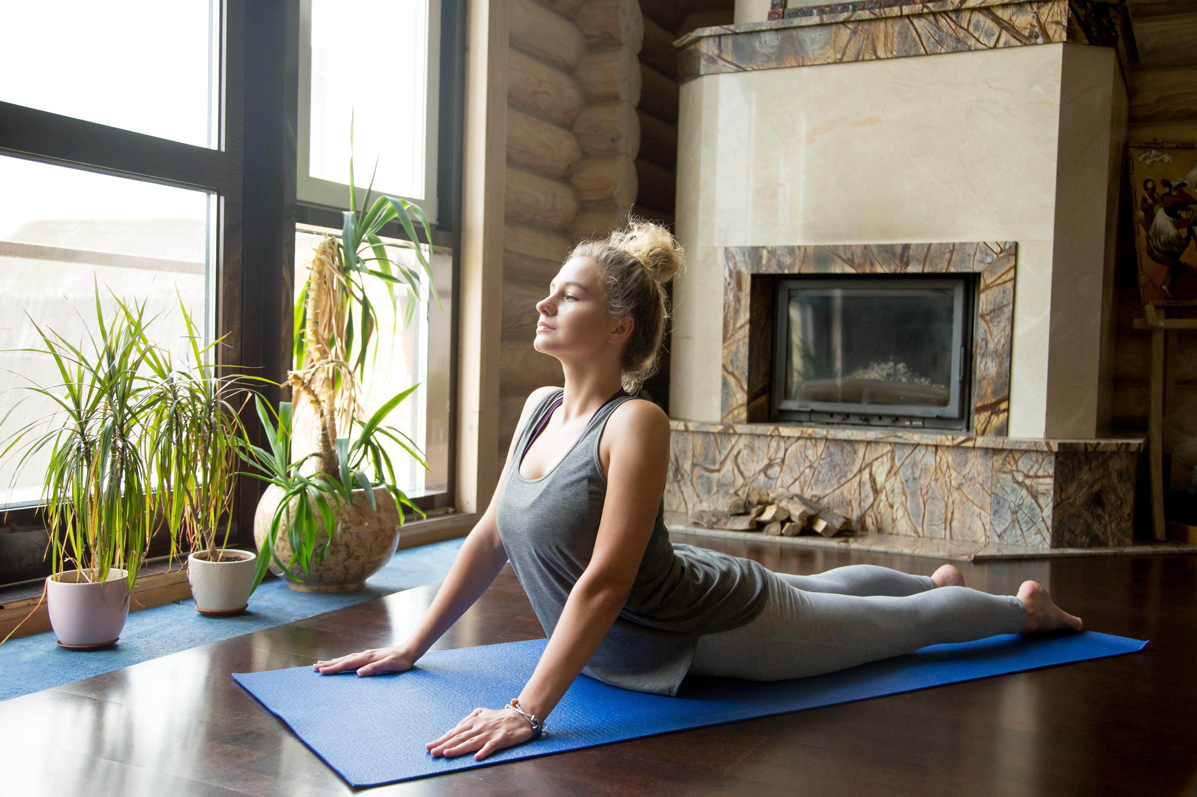 7 поз йоги для позбавлення про болі в спині і шиї