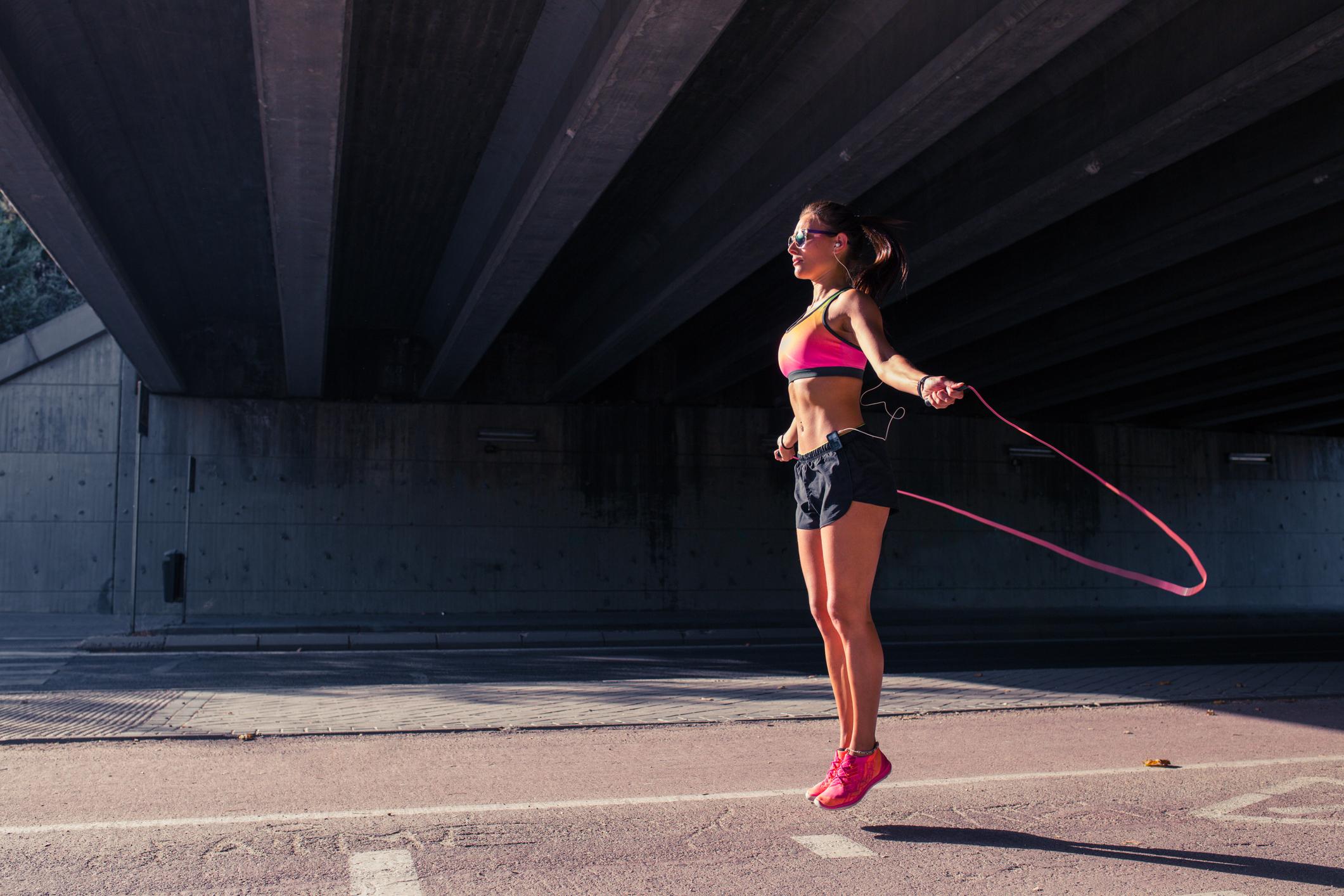 15-хвилинне тренування для прокачаних м'язів ніг і преса