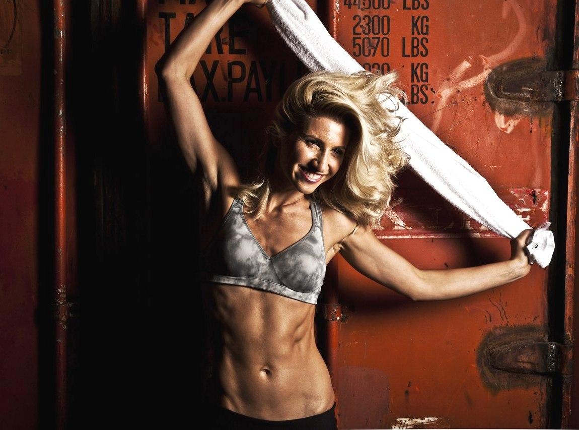 3 вправи від Аніти Луценко, які допоможуть повернутися в форму
