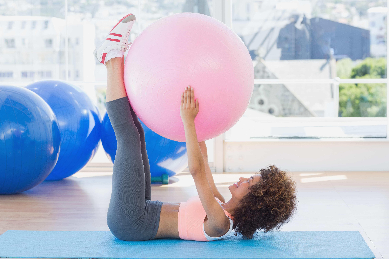 Найпопулярніші вправи з м'ячем, від яких тіло буде в захваті