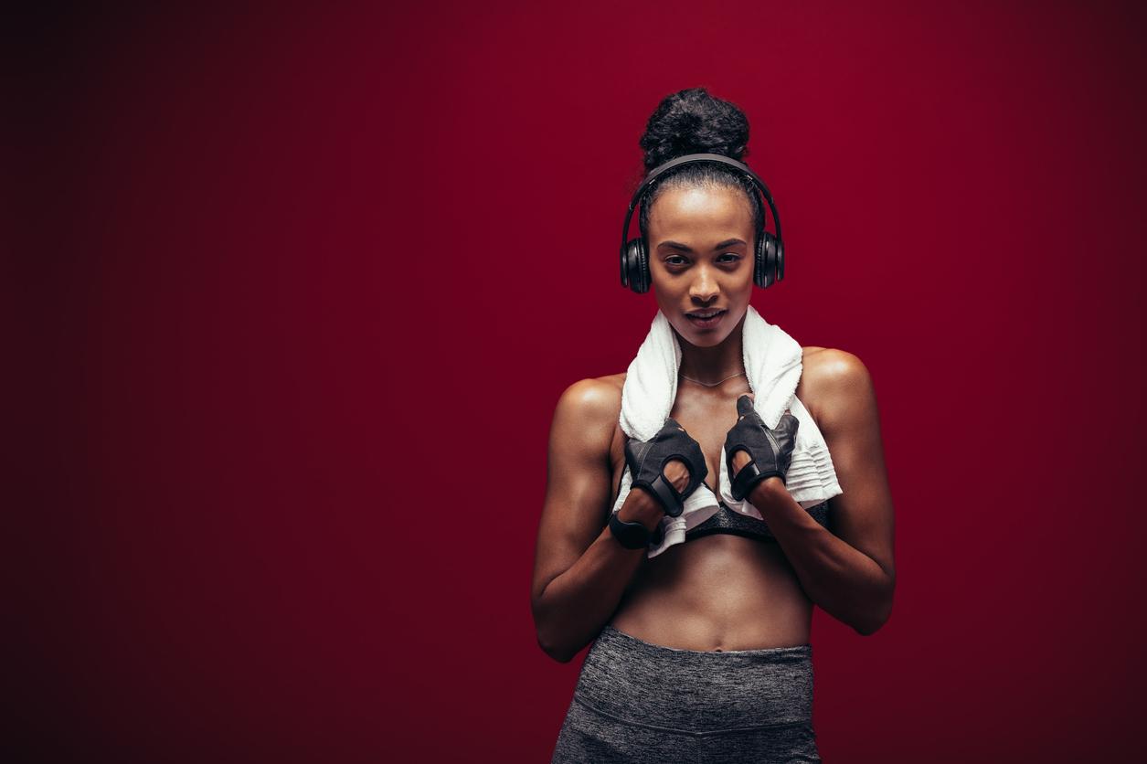 12 вправ для формування гарних жіночих плечей
