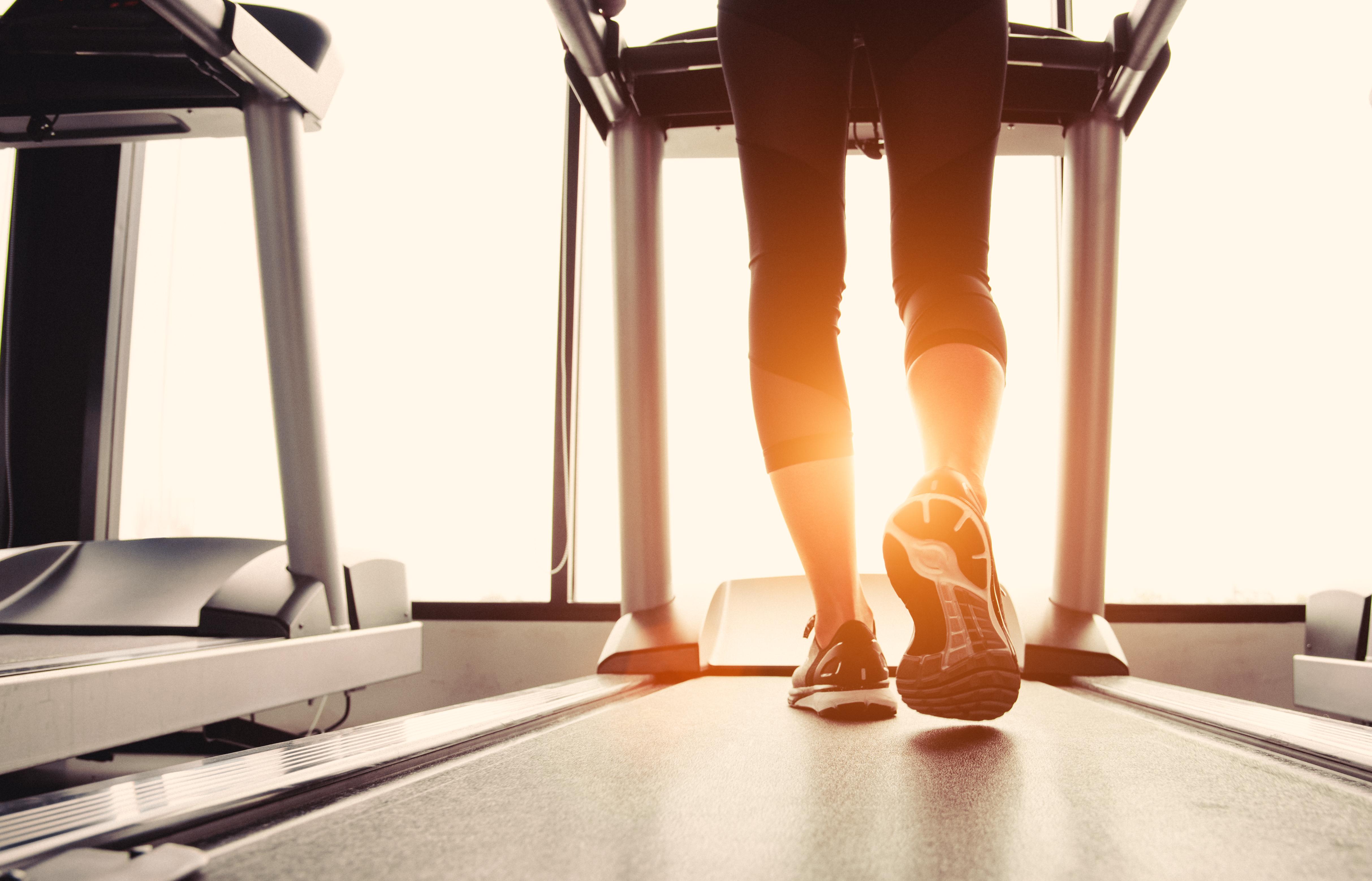 Плюси і мінуси тренування на біговій доріжці