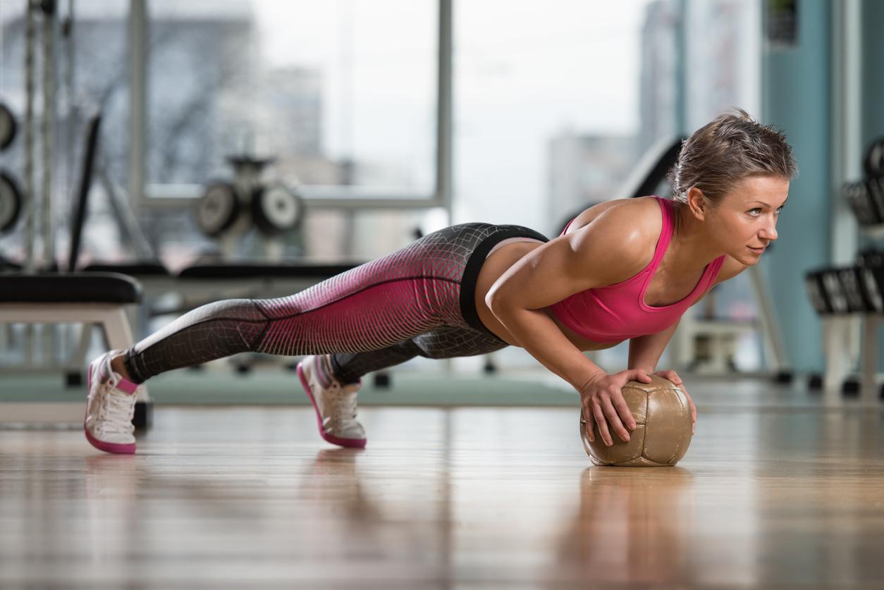 Рекомендовані фахівцями вправи, які підтягують груди