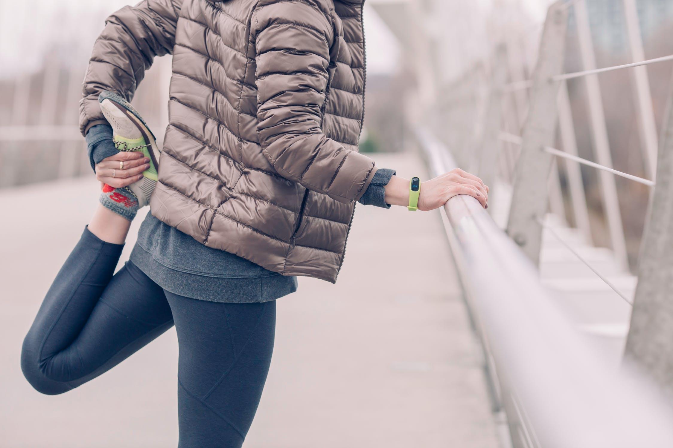 10 видів розтяжок, які помітно покращують стегна
