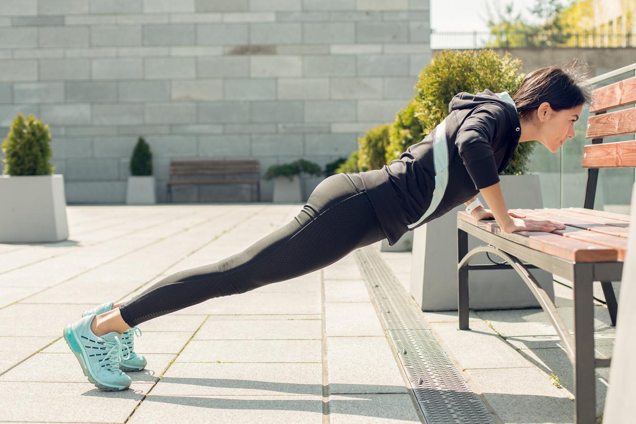 8 типів віджимань для жінок, які ефективно зміцнюють тіло